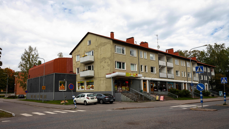 Korttelikino Kino Maunulan tilat ovat yhä jäljellä Metsäpurontiellä Helsingissä.