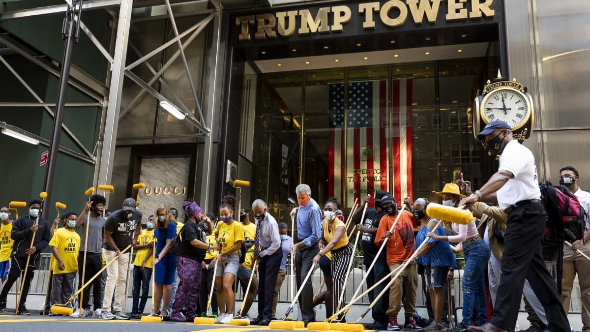 Black Lives Matter -iskulause maalattiin Trumpin pilvenpiirtäjän eteen New Yorkissa