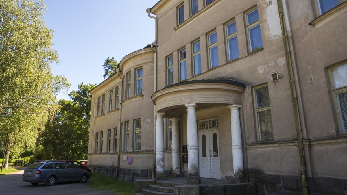 Nikkilän sairaalan vanha hallintorakennus.