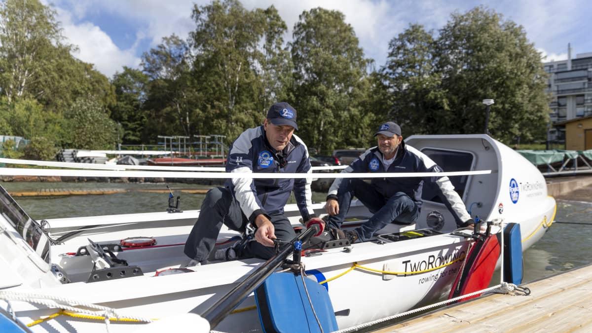 Suomalaiset ensi kertaa soutaen Atlantin yli? Tällaisella veneellä parivaljakko lähtee yli 5 000 kilometrin matkalleen