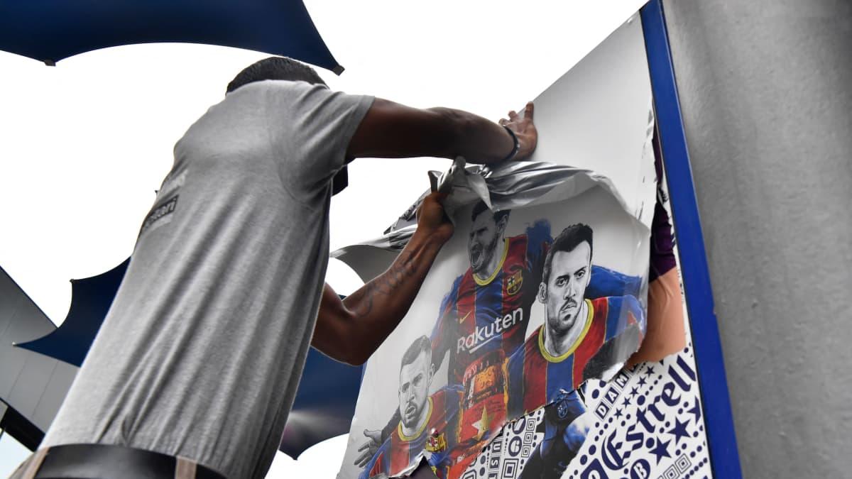 Barcelonalta tyly temppu – Messi-julisteet revittiin heti pois stadionilta