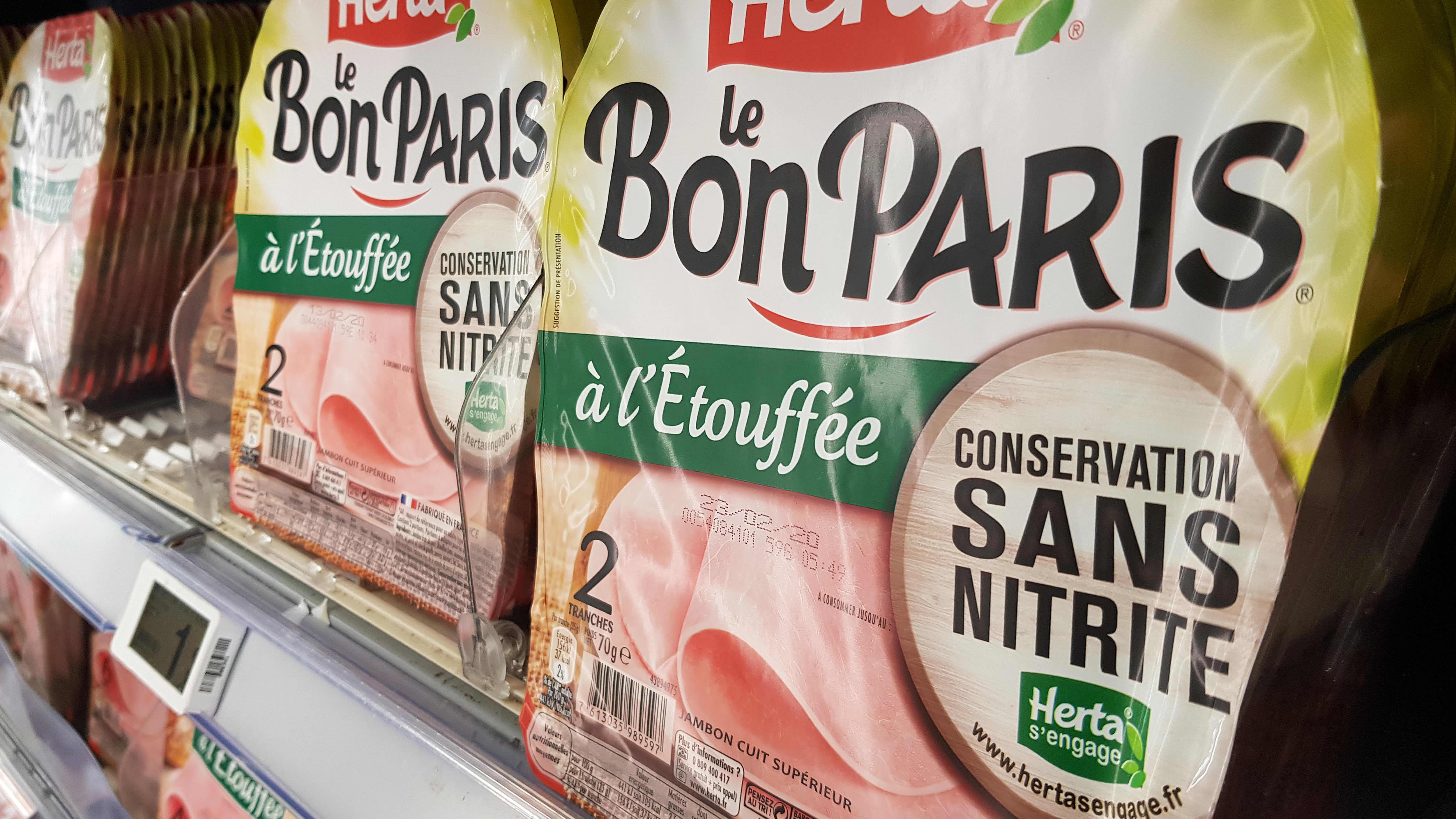 Nitriitittömiä kinkkuleikkeitä myynnissä Nizzassa helmikuussa. Yuka sekä kaksi ranskalaista terveysjärjestöä vetosivat keväällä Ranskan terveysministeriin nitriitin kieltämiseksi.