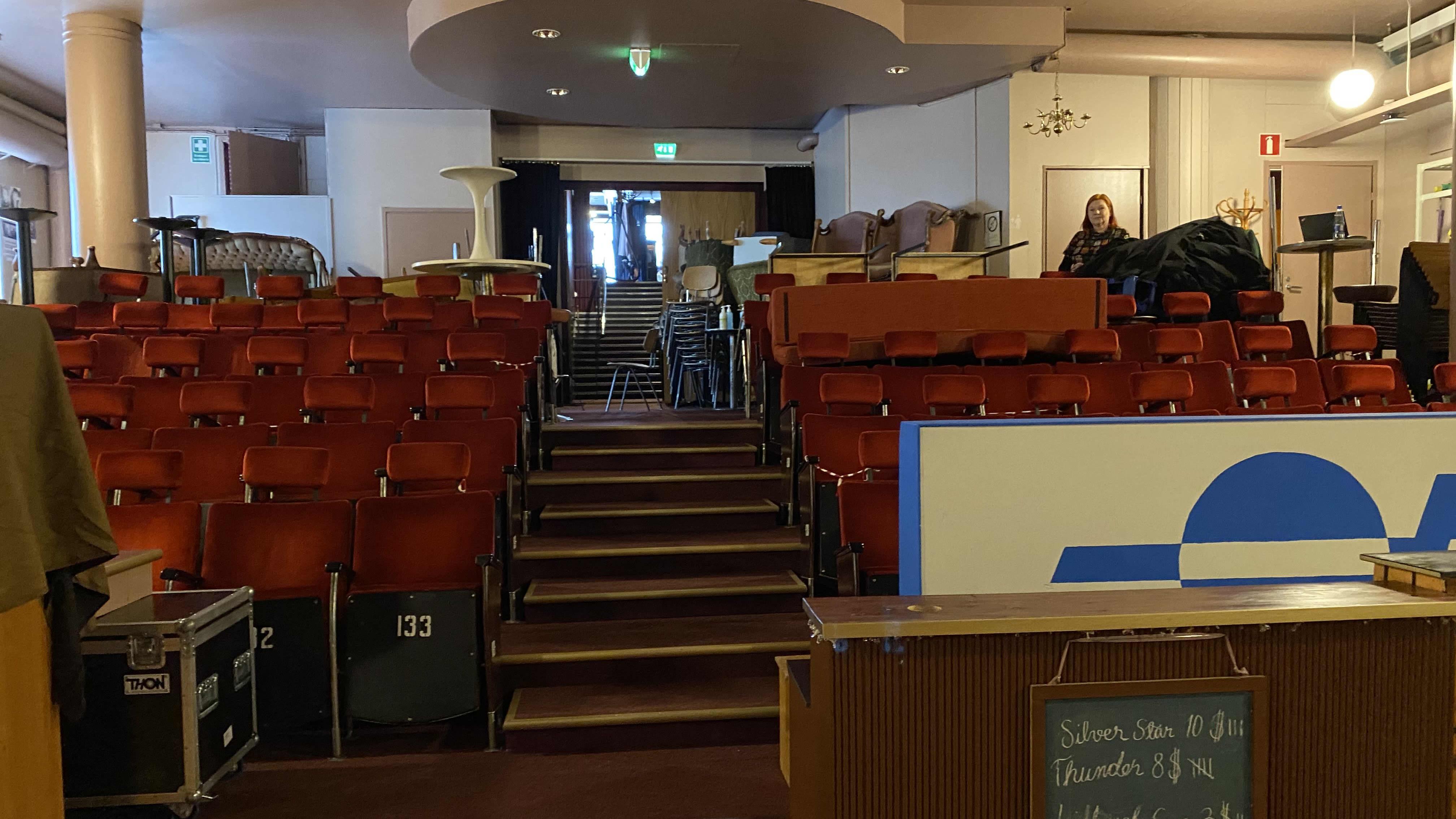Savonlinnan kulttuurikellarin katsomo. Kuva on otettu ennen remonttia.