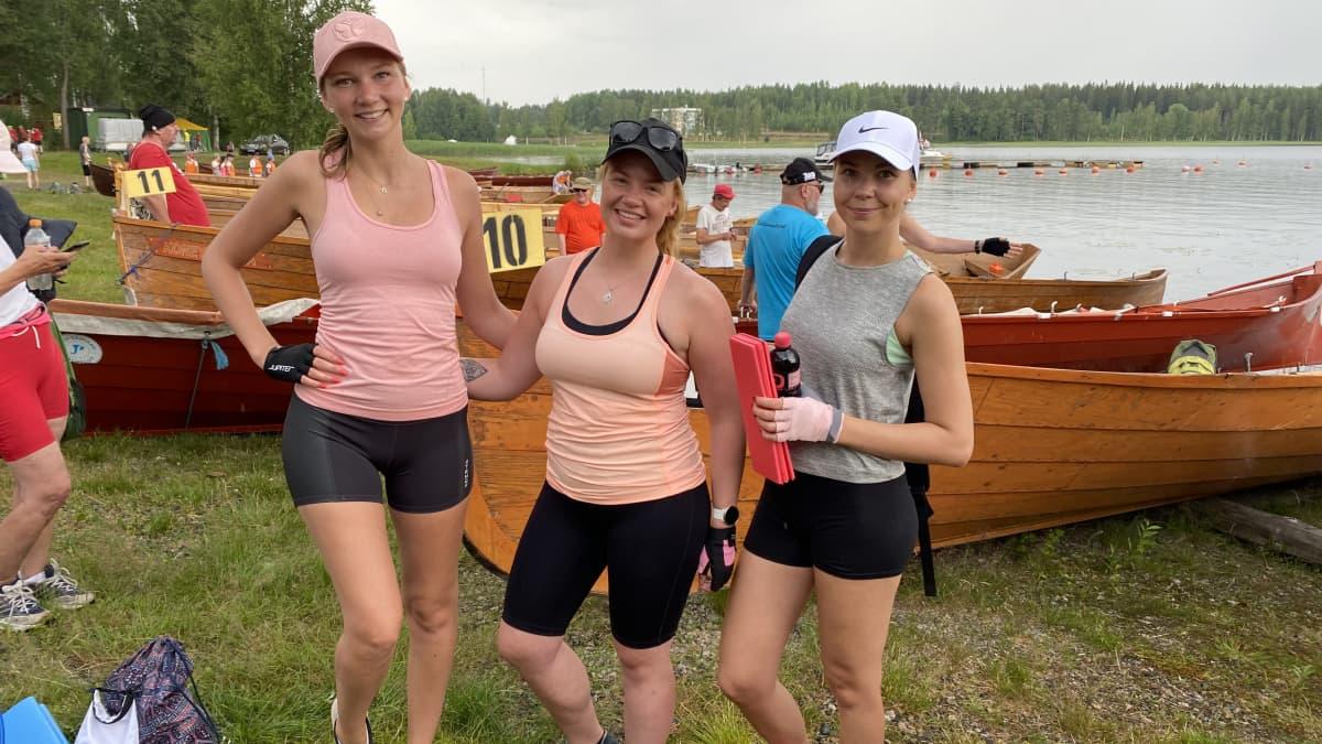 Elviira Paavola, Auri Näres ja Sofia Paavola ovat Sulkavan soutujen ensikertalaisia
