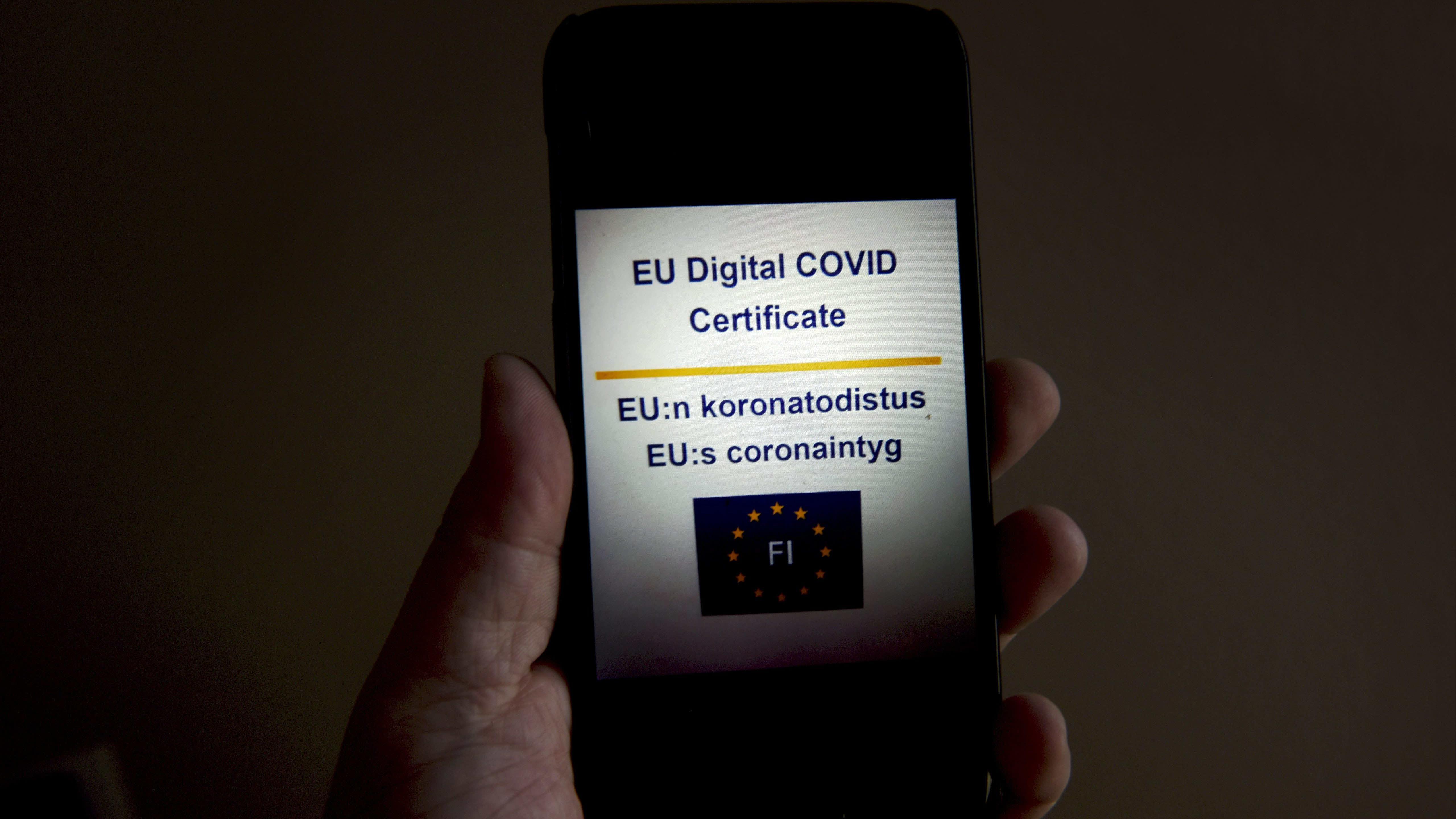 Omakannassa näkyvä EU:n koronatodistus Vantaalla lokakuussa 2021.