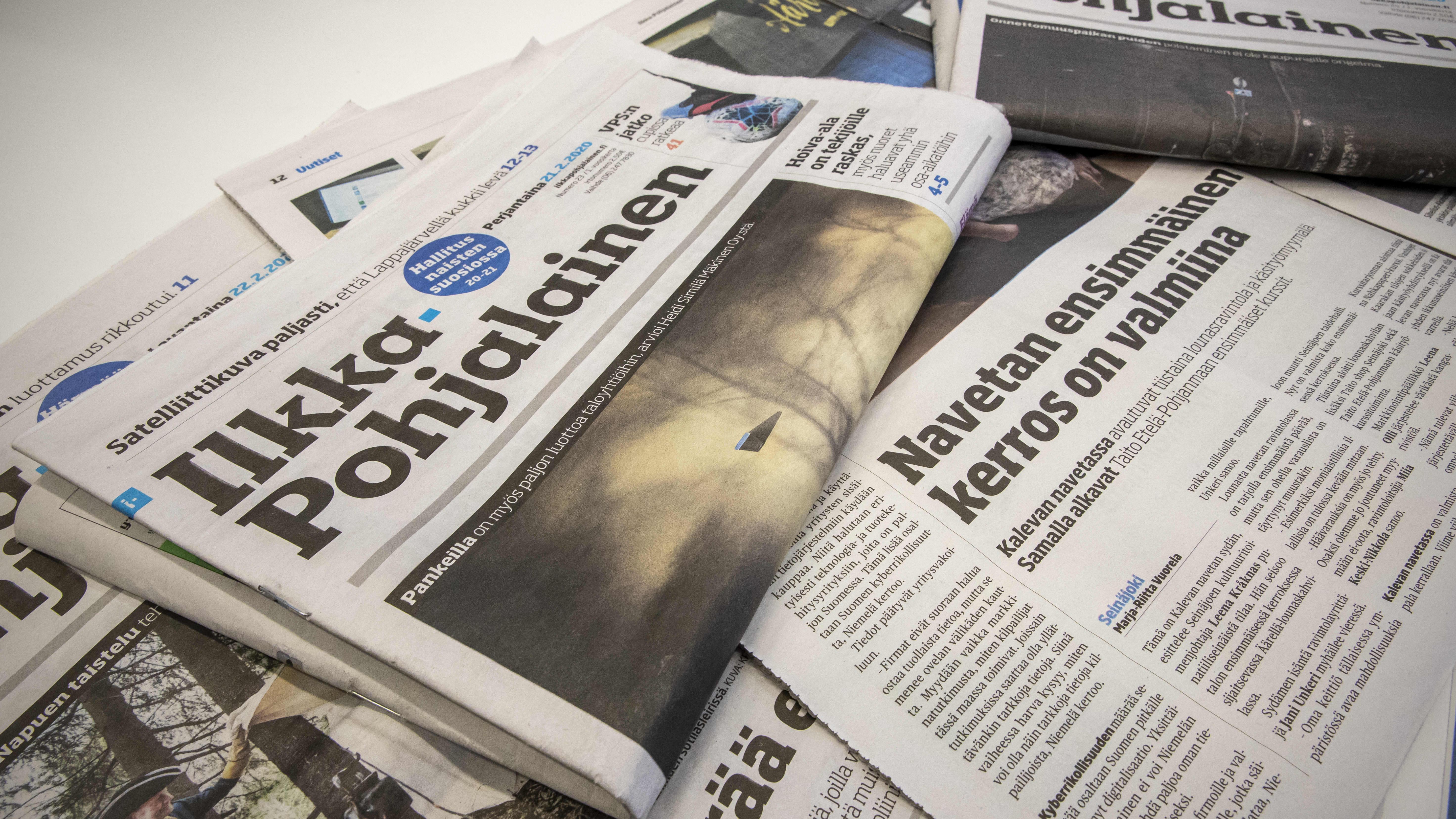 Ilkka-Pohjalainen lehti pöydällä.