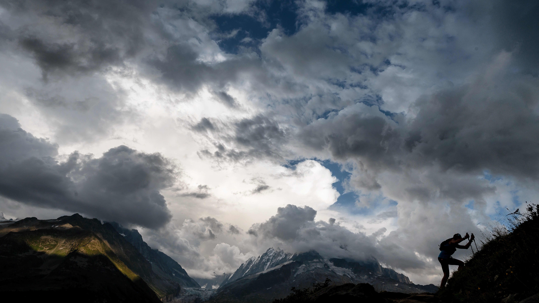 Kuvassa kilpailija Ultra-Trail du Mont-Blanc ultrajuoksukilpailussa Ranskassa.