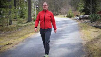 Ilona Mäki lenkkeilemässä