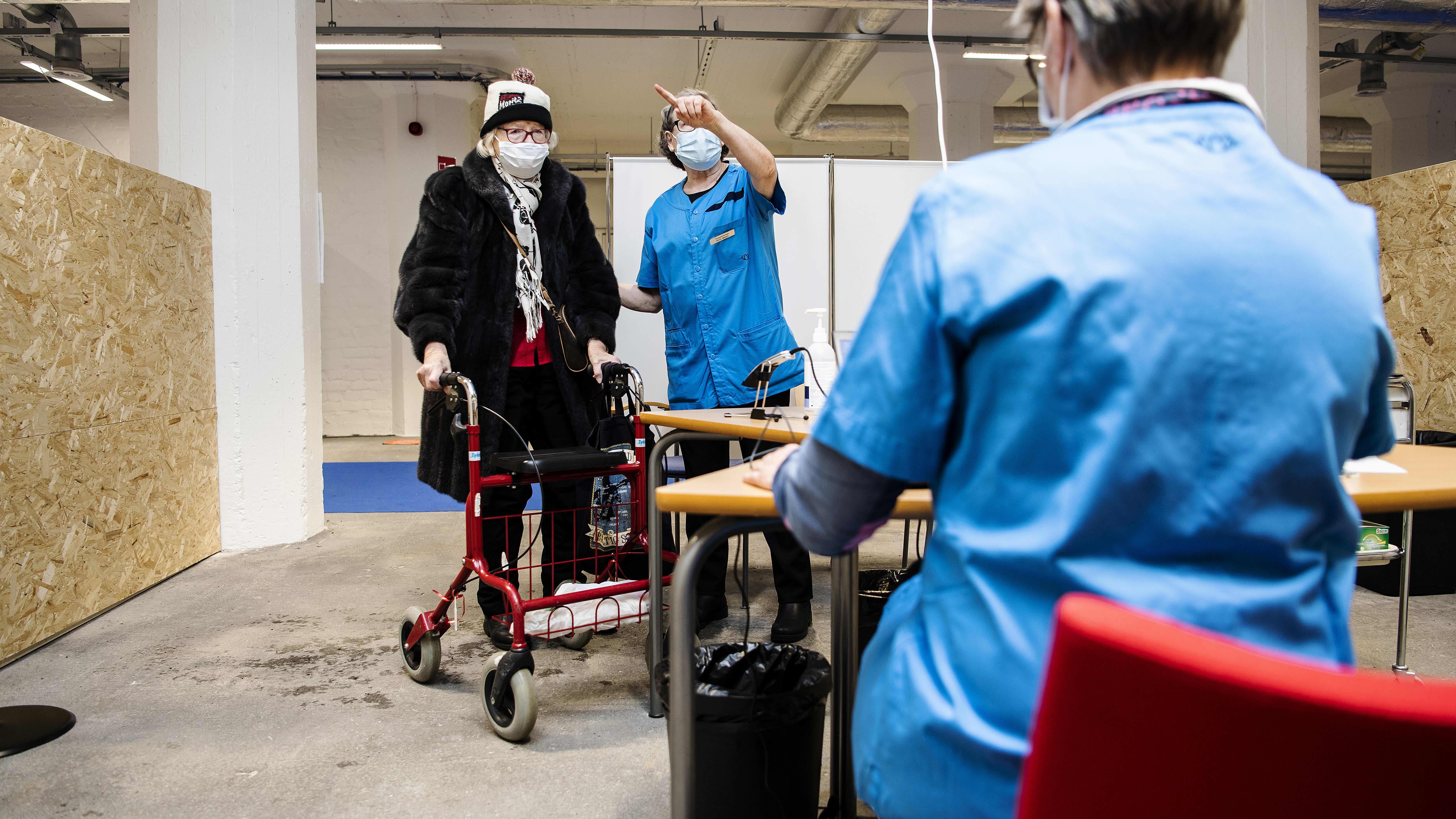 Kaarina Sippel sai koronavirusrokotteen Helsingissä 1. helmikuuta.