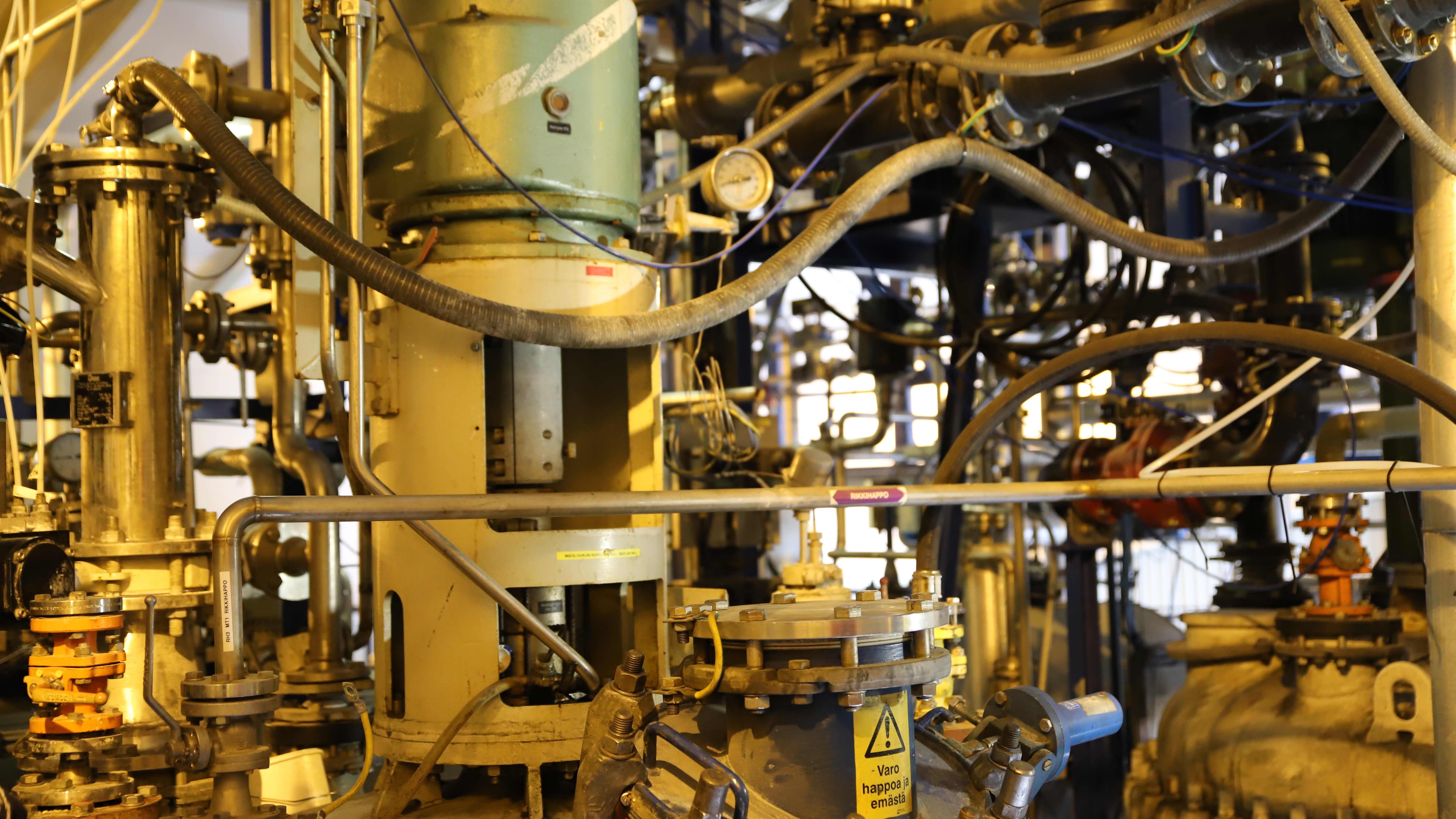 Laitteistoa Crisolteqin akkumateriaalien kierrätyslaitoksessa.