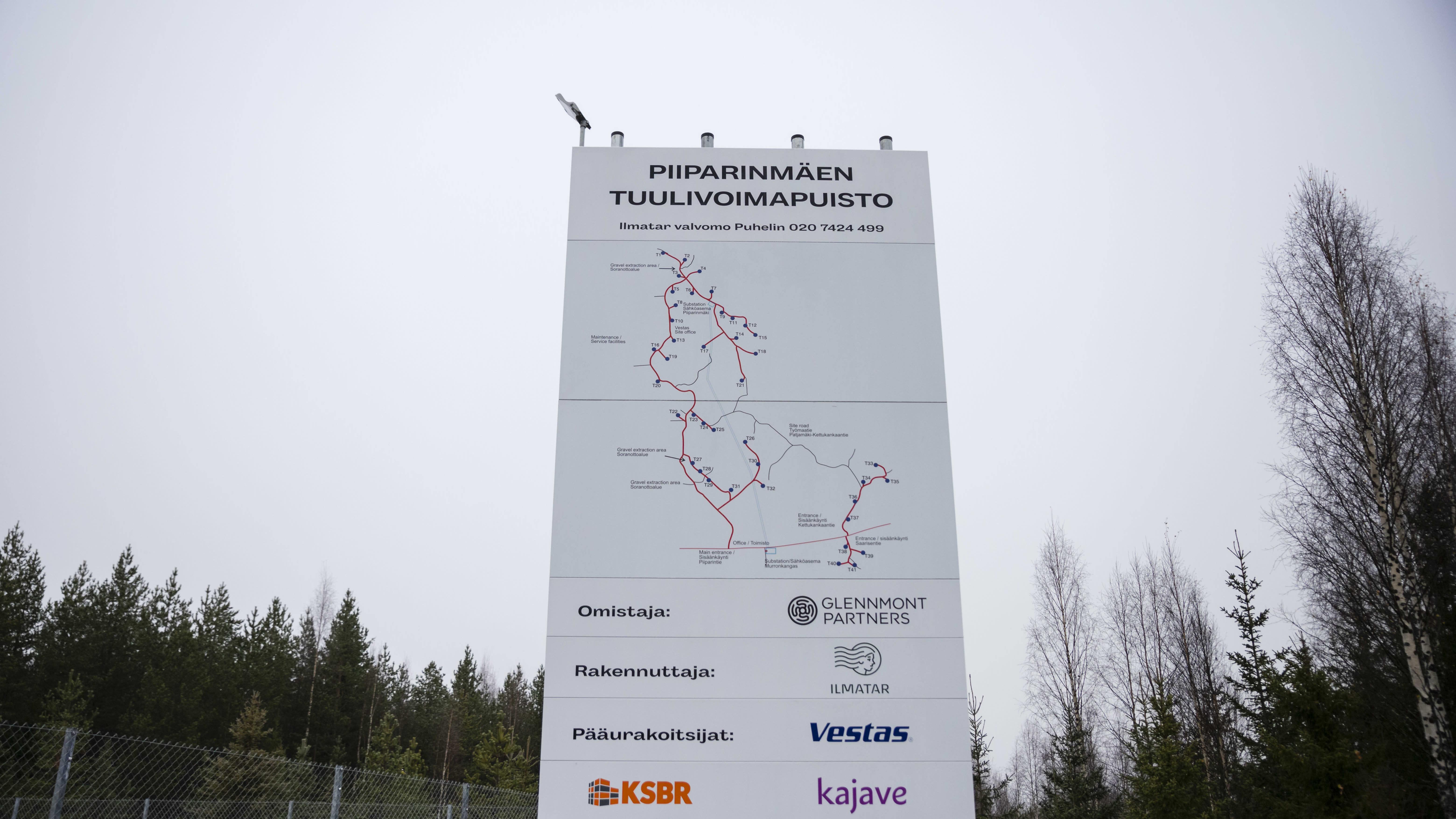 Piiparinmäen tuulipuiston opastekartta vierailukeskuksella