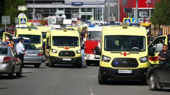 Ambulansseja kadulla.