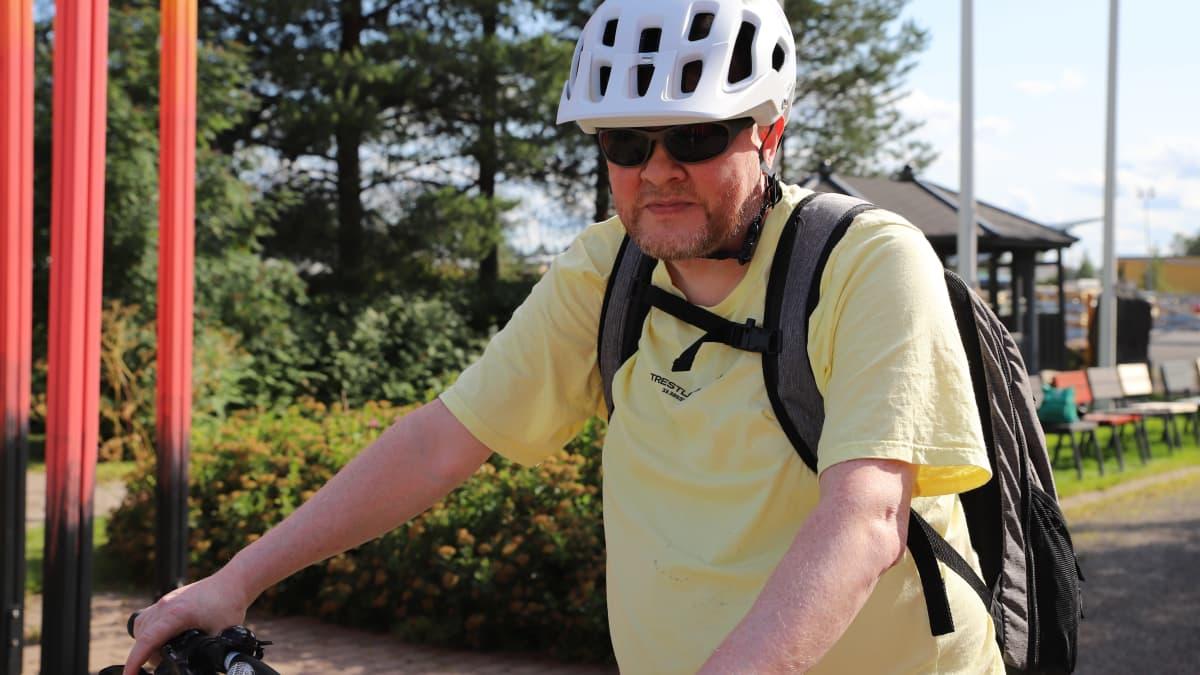 Suomalaisia kannustetaan liikkumaan lihasvoimin, mutta pyöräpula hidastaa pyöräedun käyttöä