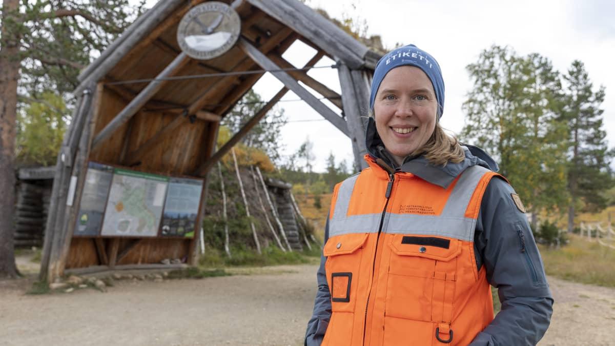 Metsähallituksen Urho Kekkosen kansallispuiston puistorangeri Leena Leppälä