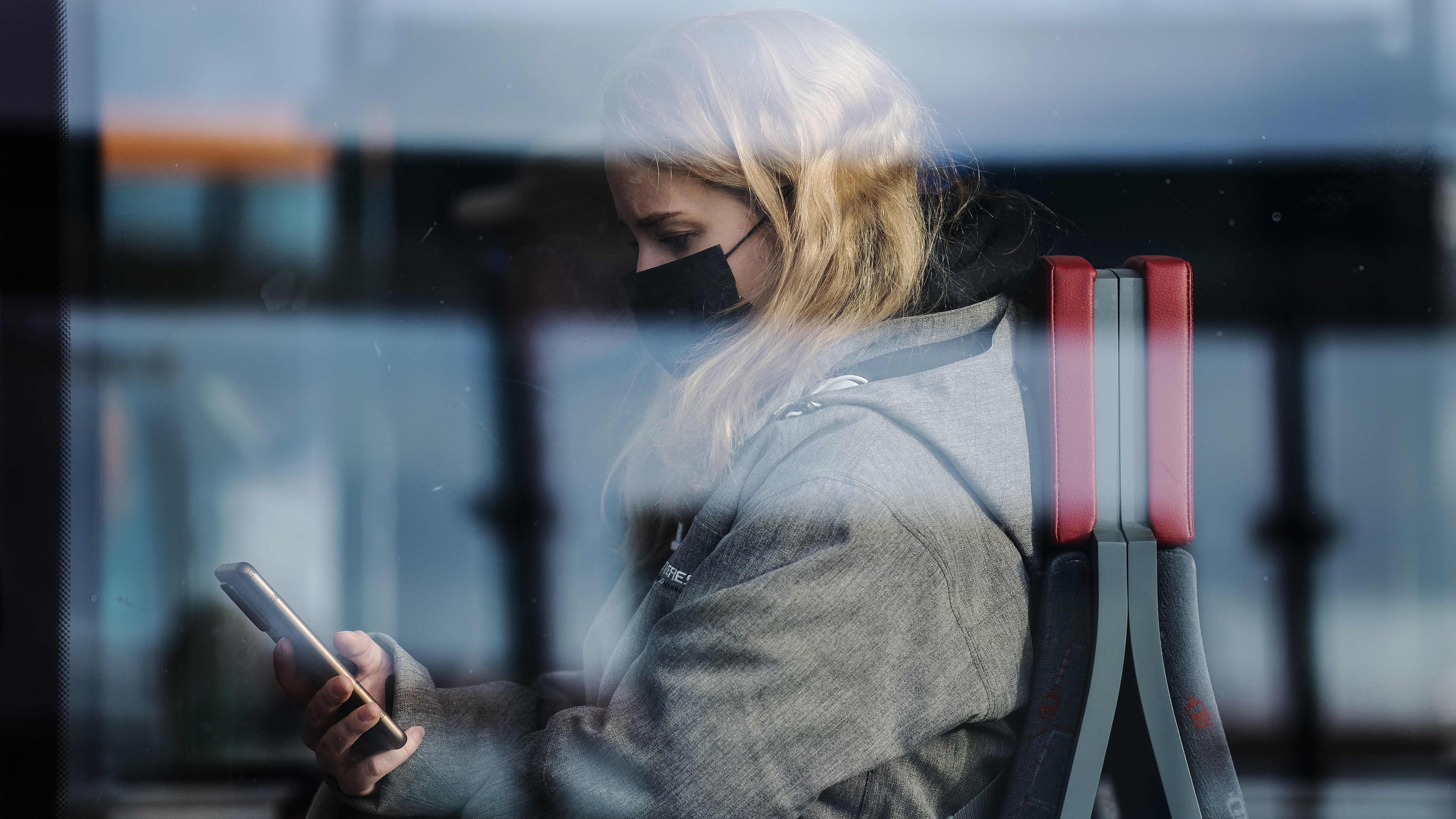 Suomalaiset eivät ota paineita uusista maskisuosituksista