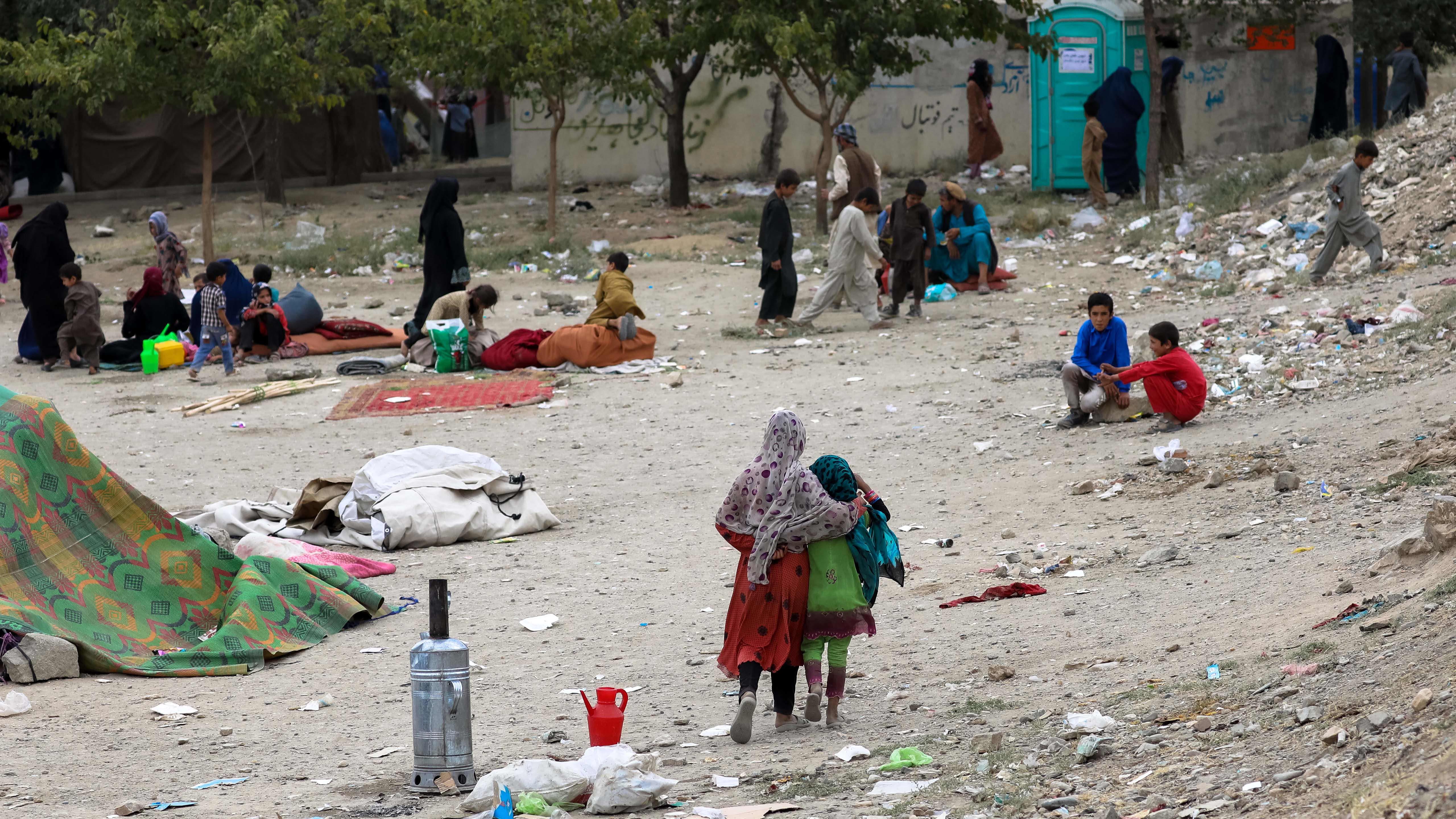 Maan pohjoisista osista Talibania paenneita perheitä leiriytyneenä puistoon Kabulissa, Afganistanissa 14. elokuuta 2021