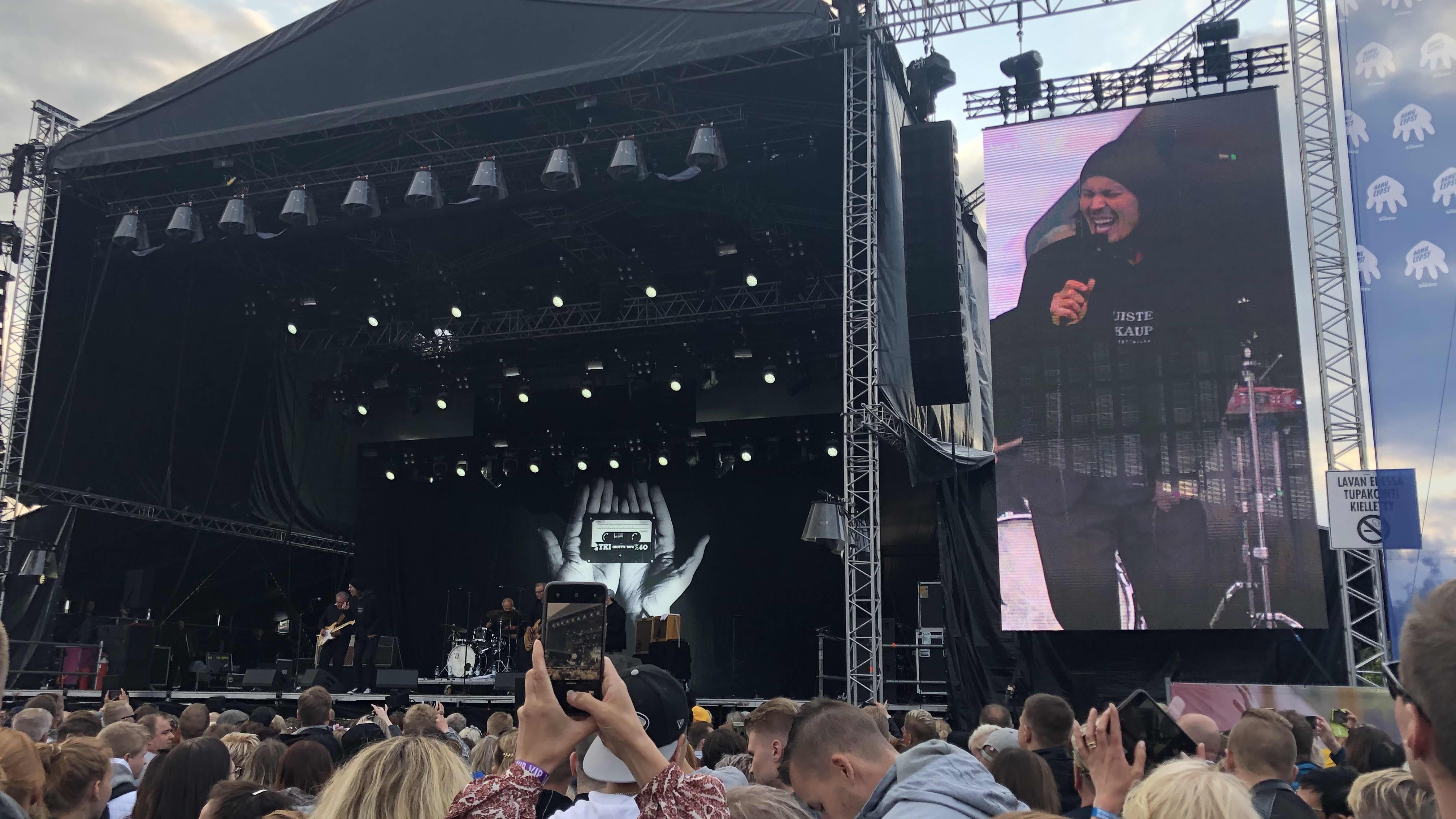 Yleisöä Jyväskylän Suomipop Festivaaleilla heinäkuussa 2019.