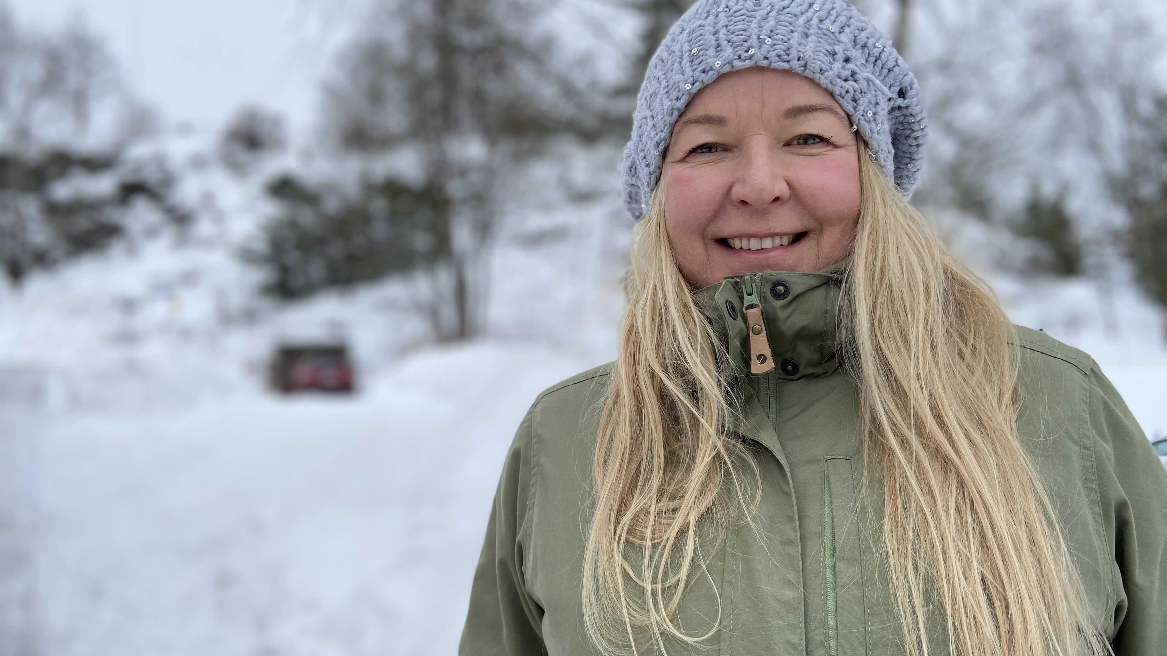 Joogaopettaja Outi Öhman valmistuu metsätalousinsinööriksi.