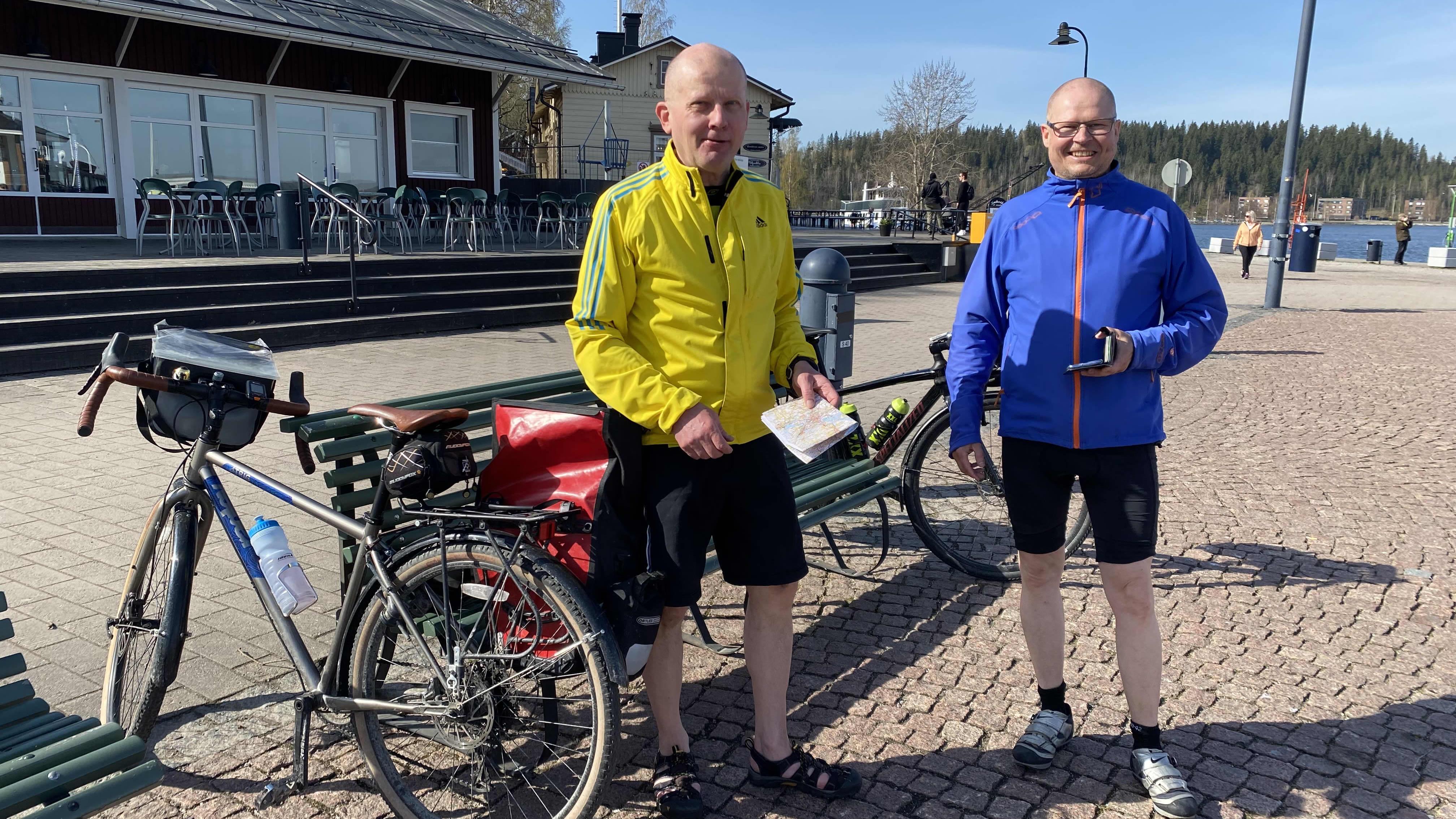 Pyöräilijät Lahden satamassa