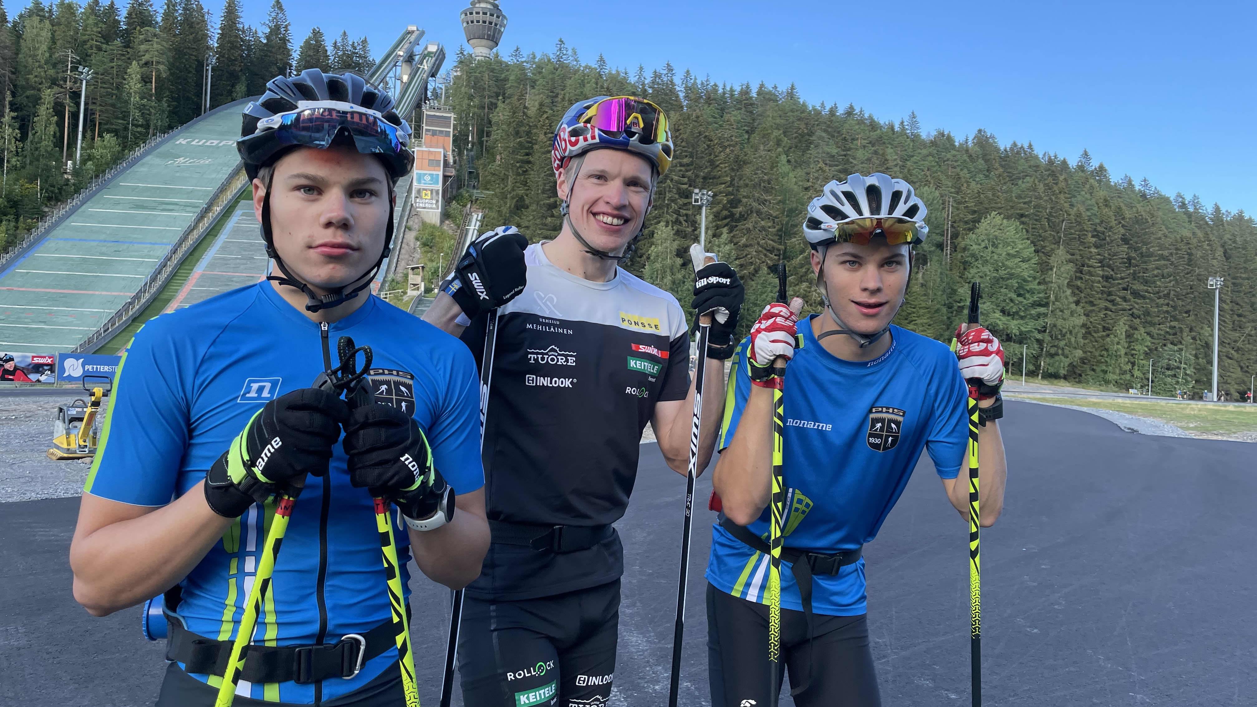 Niilo Mäkinen, Iivo Niskanen ja Nuutti Mäkinen samassa kuvassa
