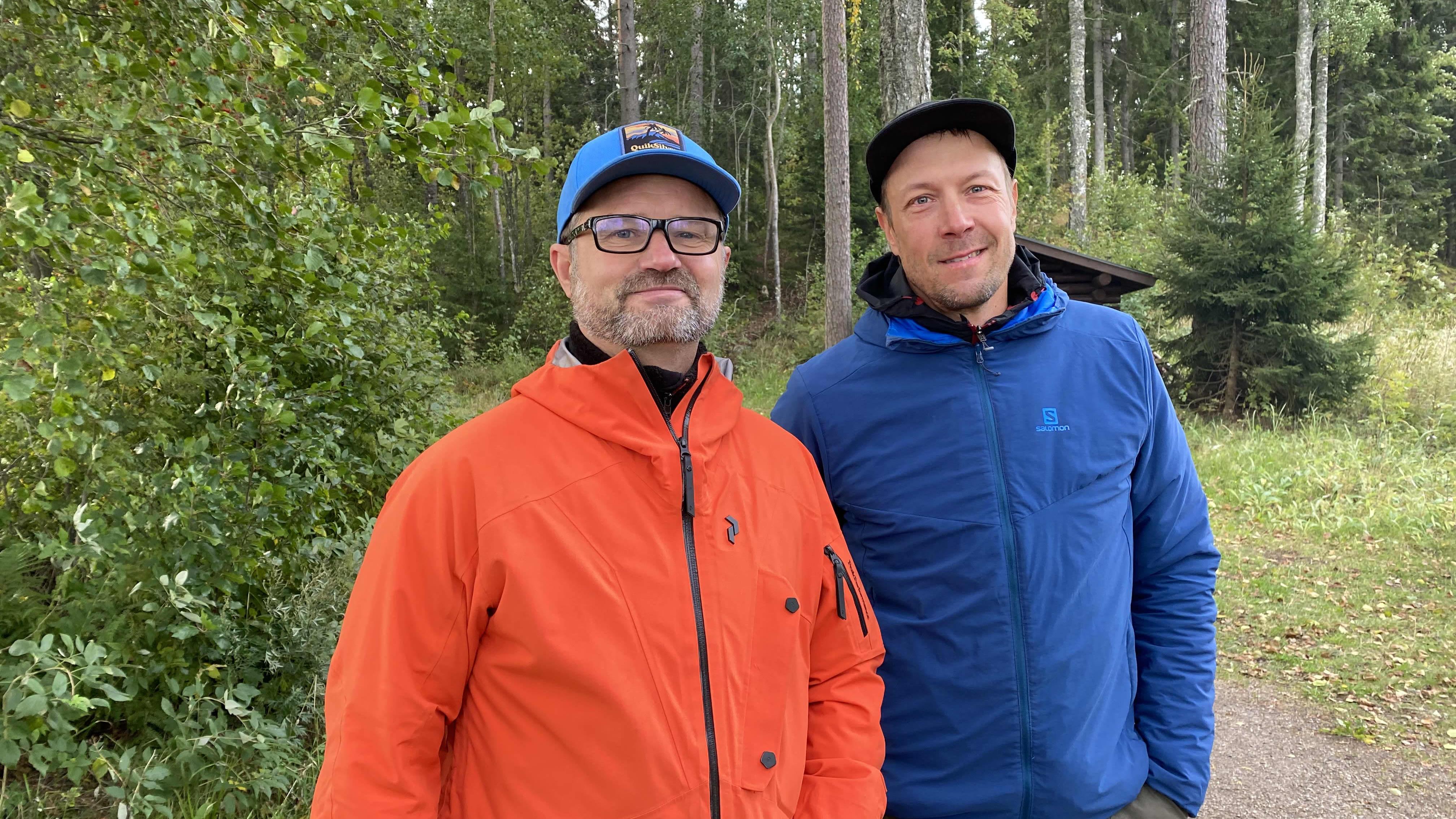 """Jyri Pulkkinen ja MIkko """"Peltsi""""Peltola Tammelassa Saaren kansanpuistossa MetsäHUB-tapahtumassa."""