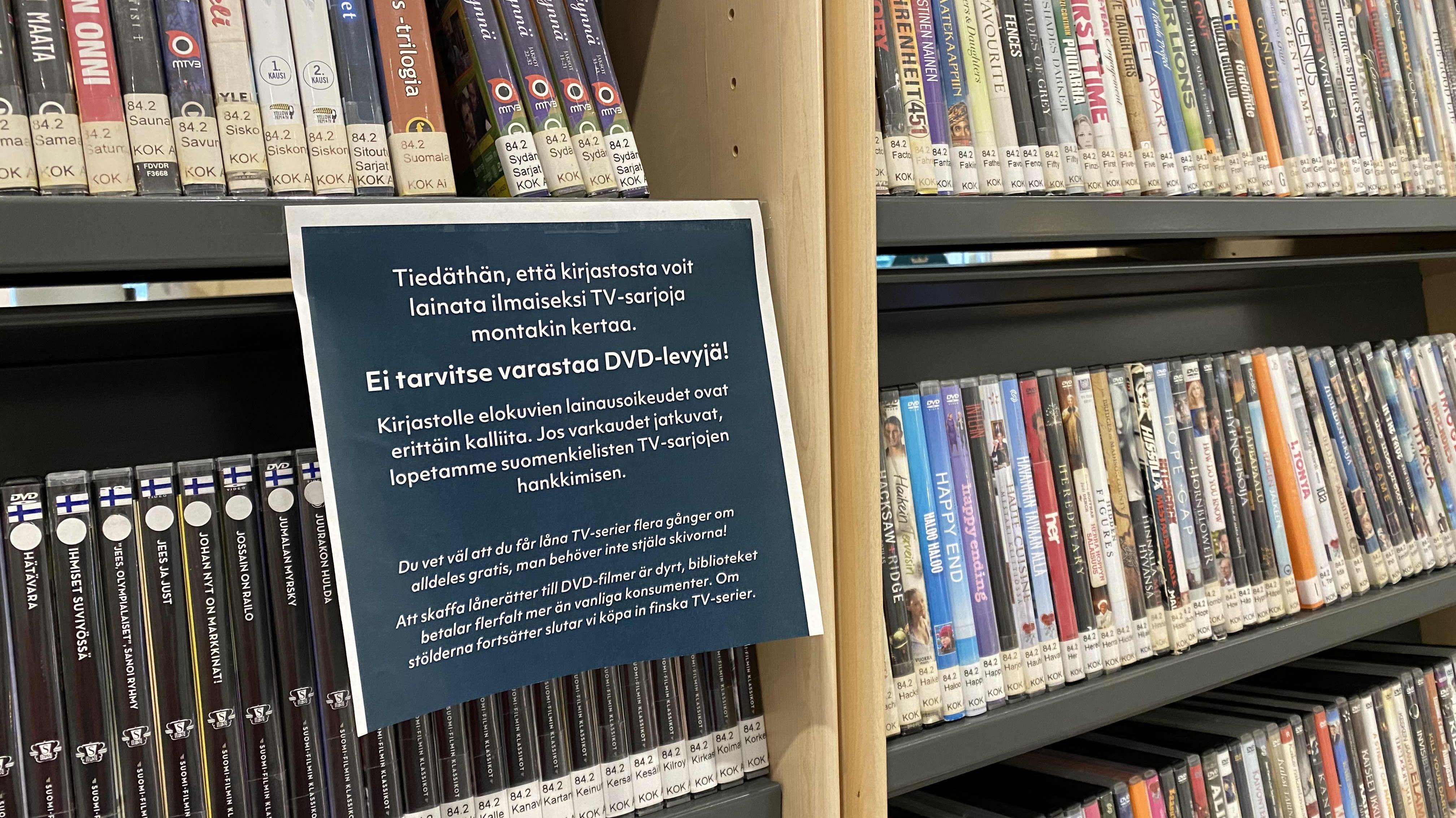 Kirjaston tiedote DVD-hyllyssä