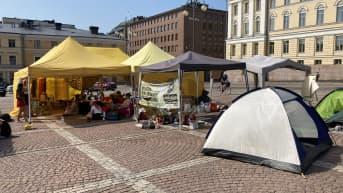 Elokapinan mielenosoitus jatkuu maanantaina 21.6. Helsingin Senaatintorilla.
