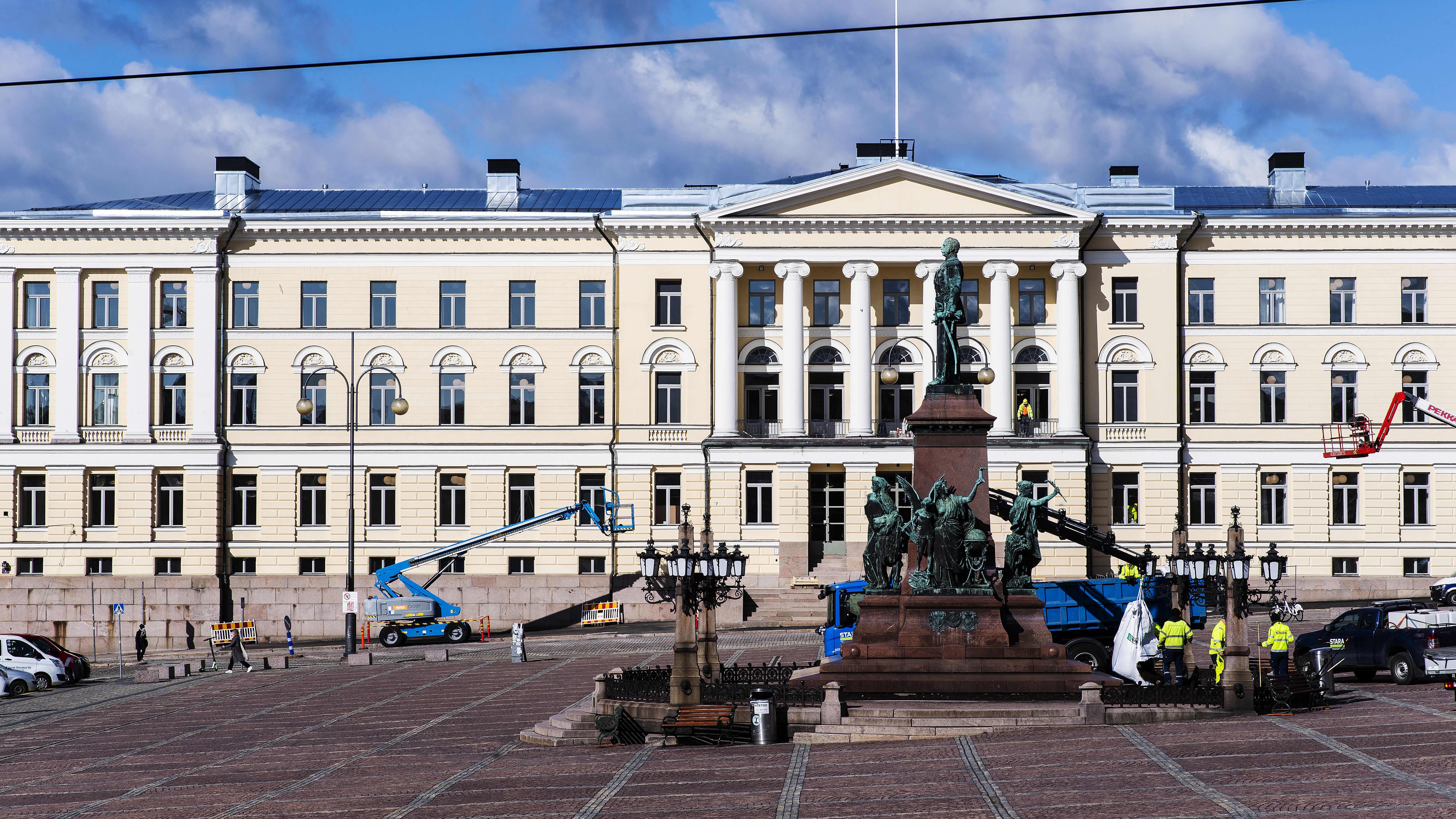 Helsingin yliopiston päärakennus Senaatintorilla.