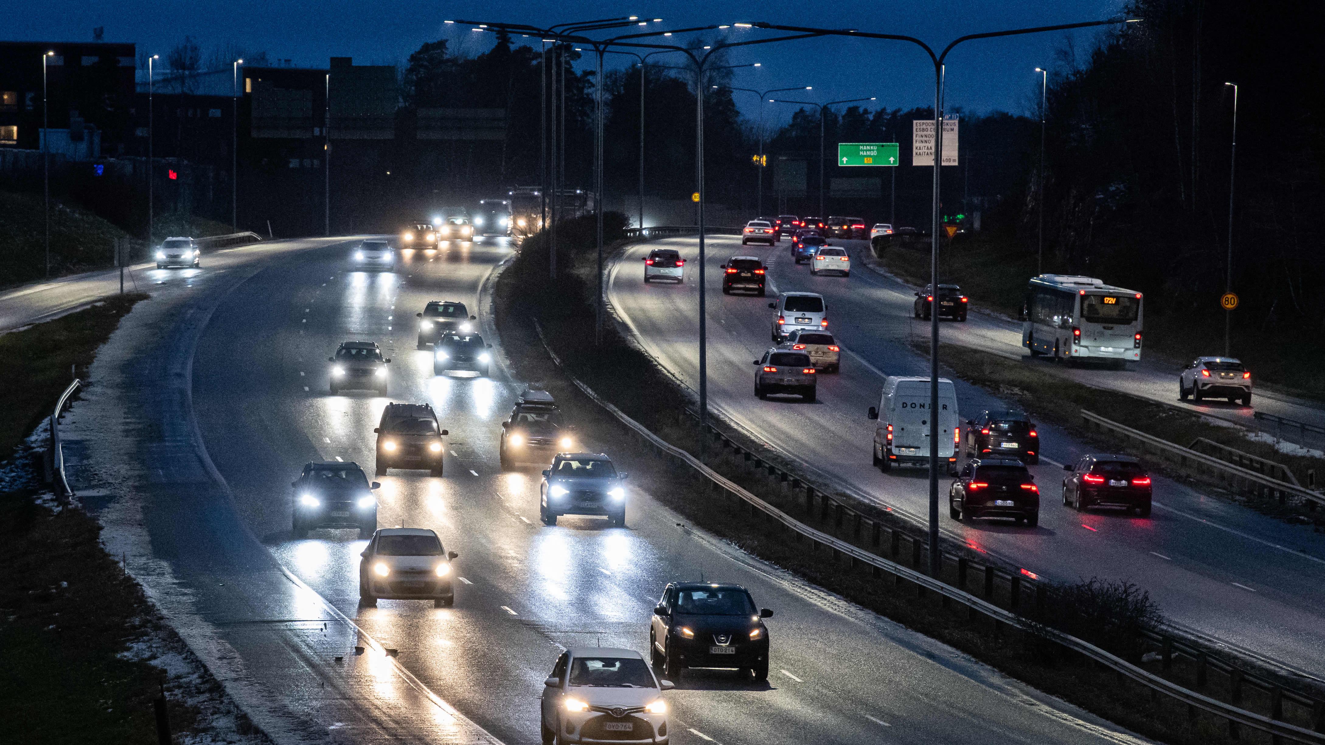 Liikennettä Länsiväylällä Espoossa.