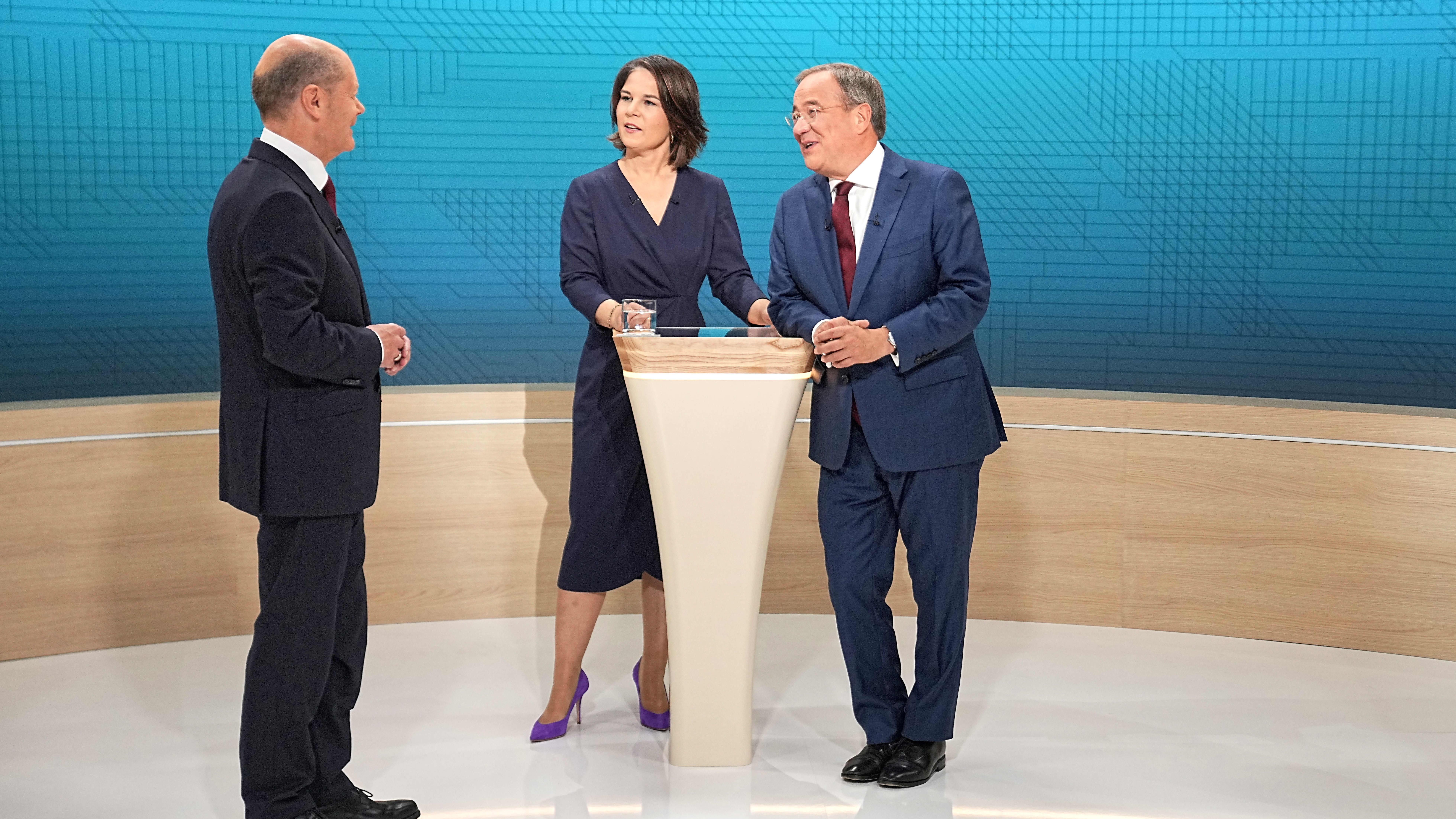 12. syyskuuta 2021 järjestetyssä tv-tentissä yhteen ottivat Olaf Scholz (vas), Annalena Baerbock sekä Armin Laschet.