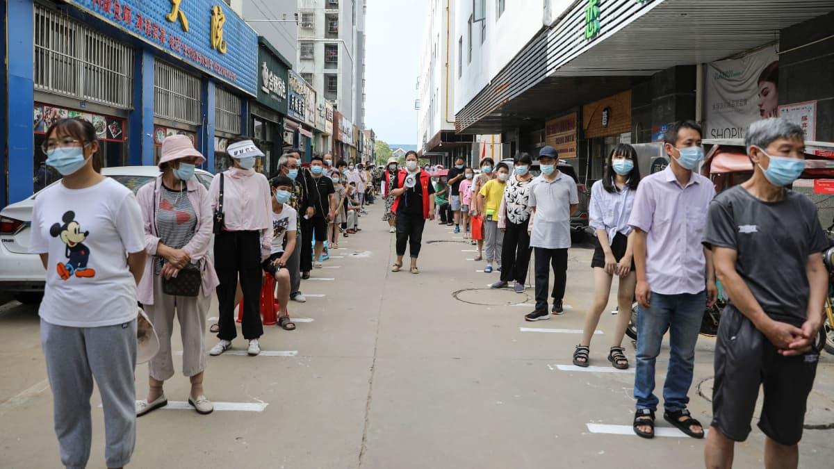 Kiinassa yritetään torjua deltamuunnosta tiukoilla keinoilla