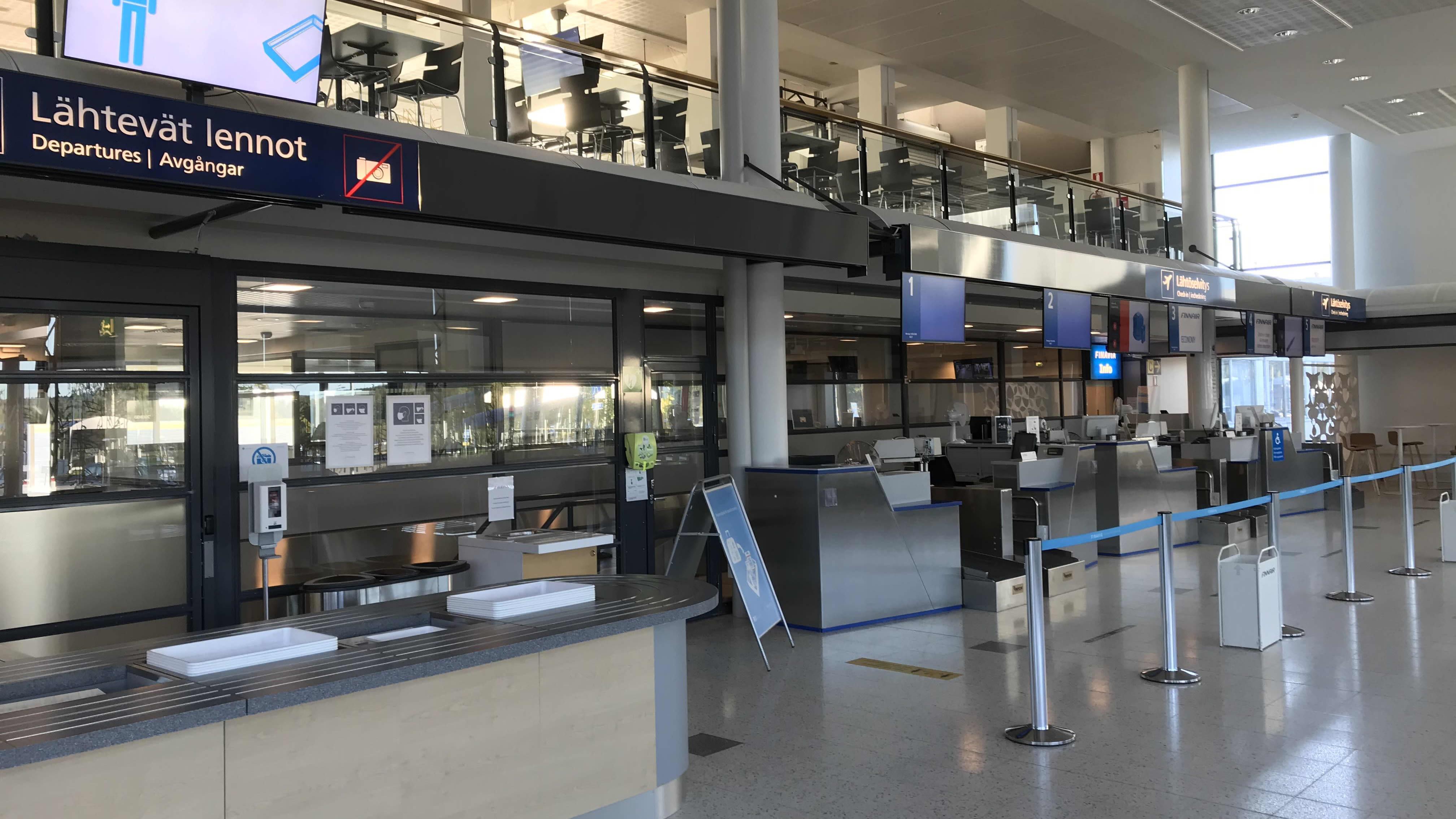 Kuopion lentoaseman tyhjä lähtöhalli