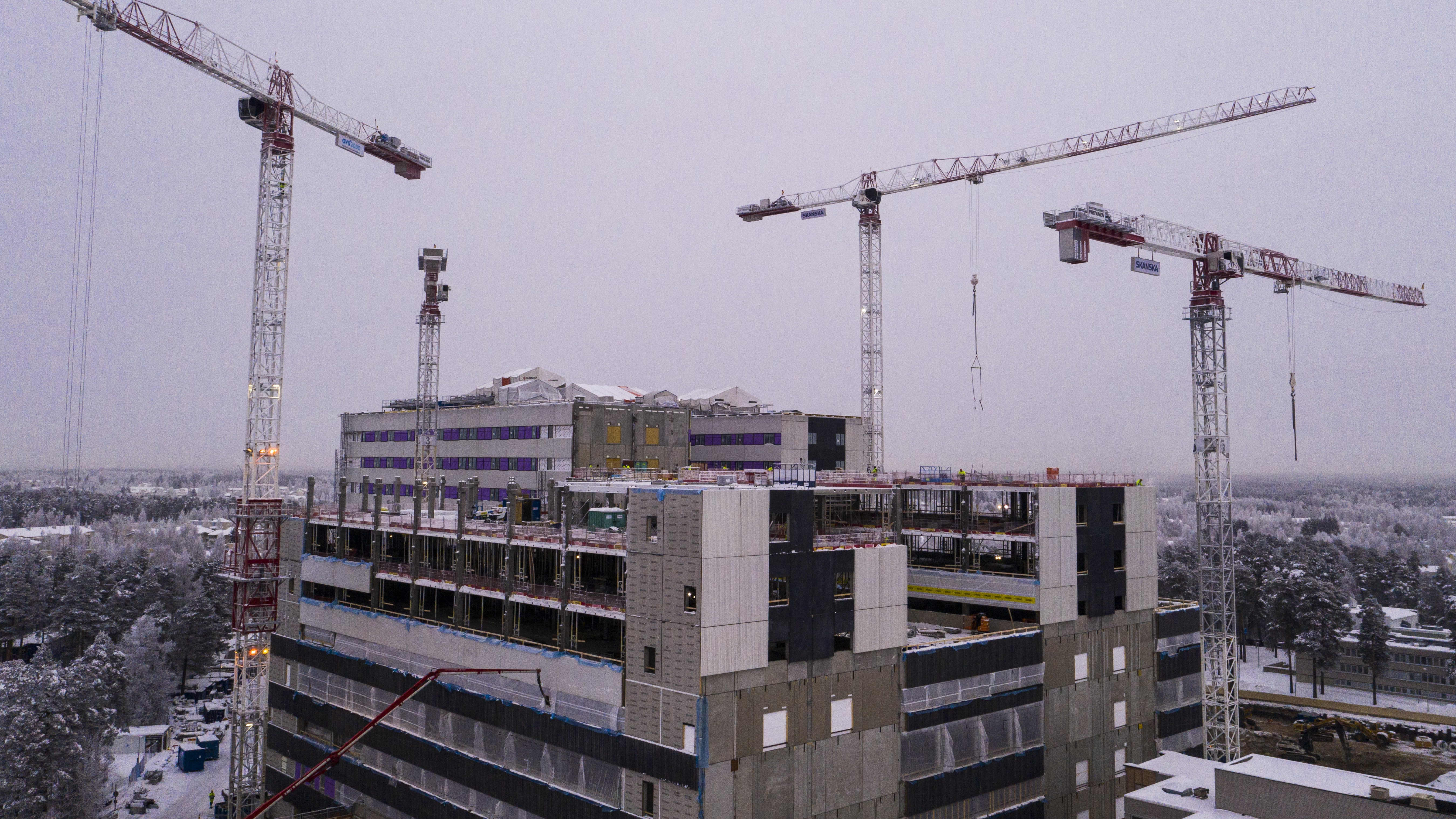 Oulun uuden yliopistollisen sairaalan rakenteita joudutaan suojaamaan talvella