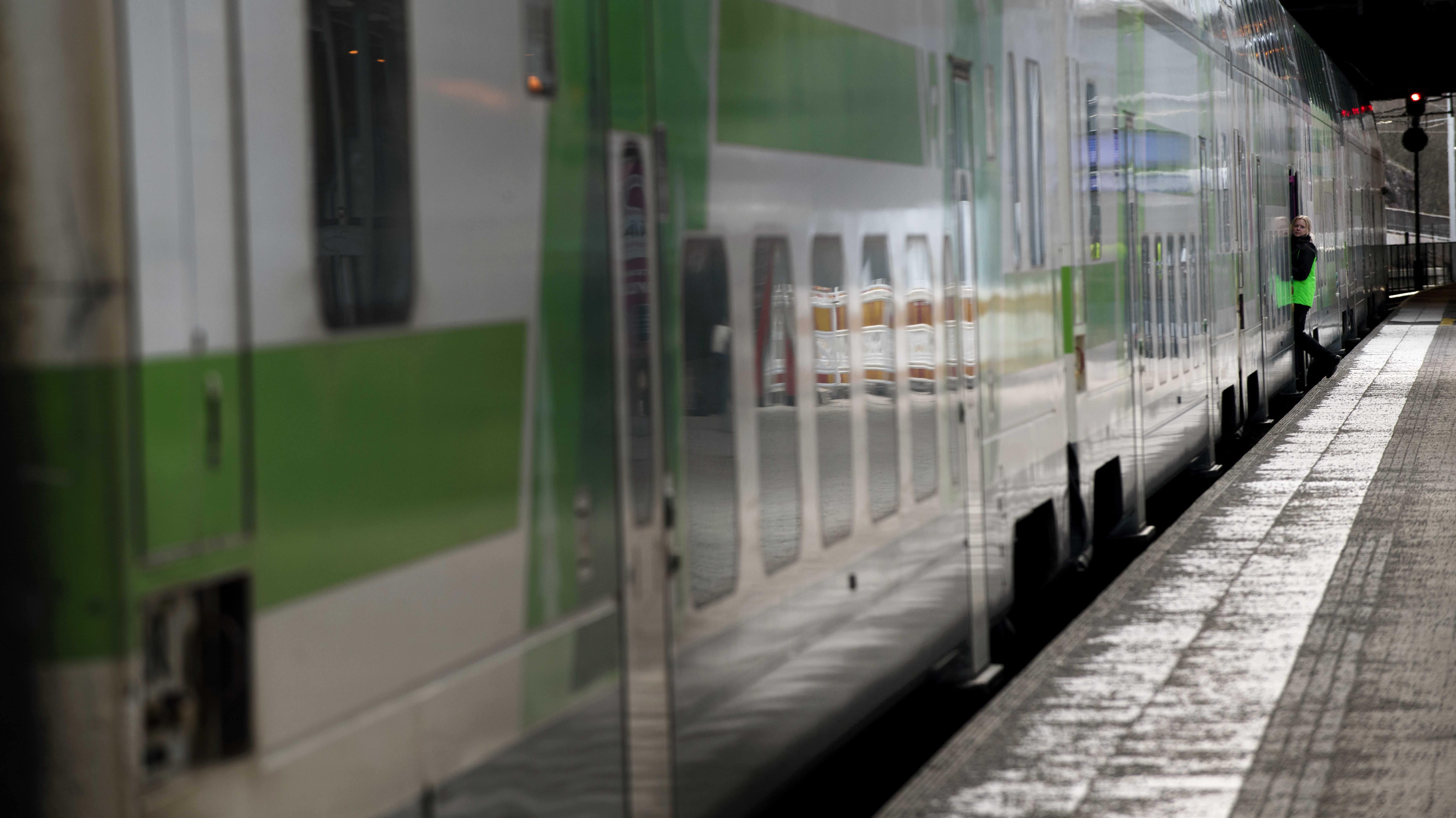 VR:n toimitusjohtaja Lauri Sipponen ehdottaa, että junilla voitaisiin korvata osa kotimaan sisäistä lyhyistä lennoista Helsinki-Vantaalle.
