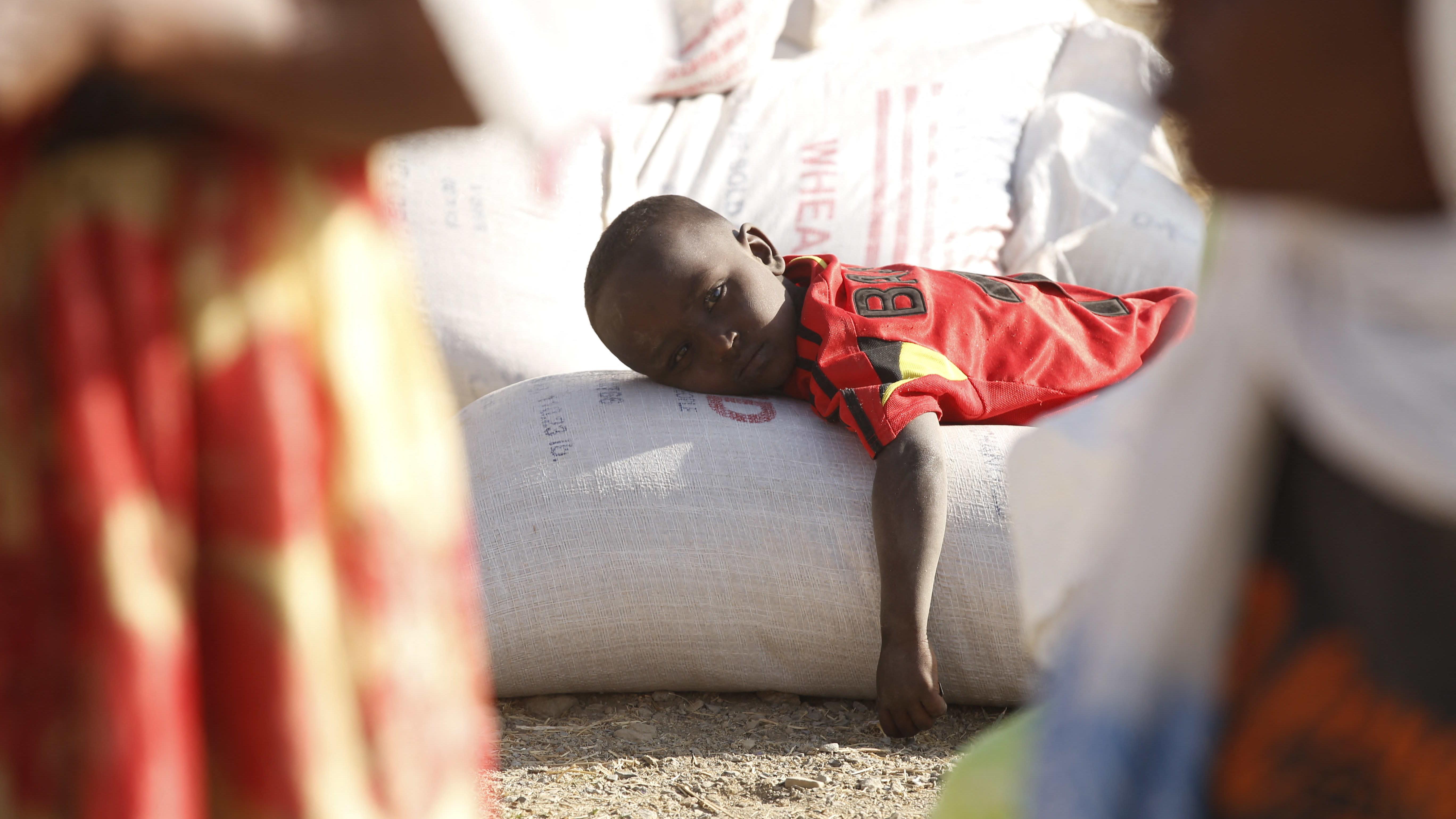 Mekellen kaupungin asukkaat saavat USAIDin ruoka-apua 8. maaliskuuta 2021.