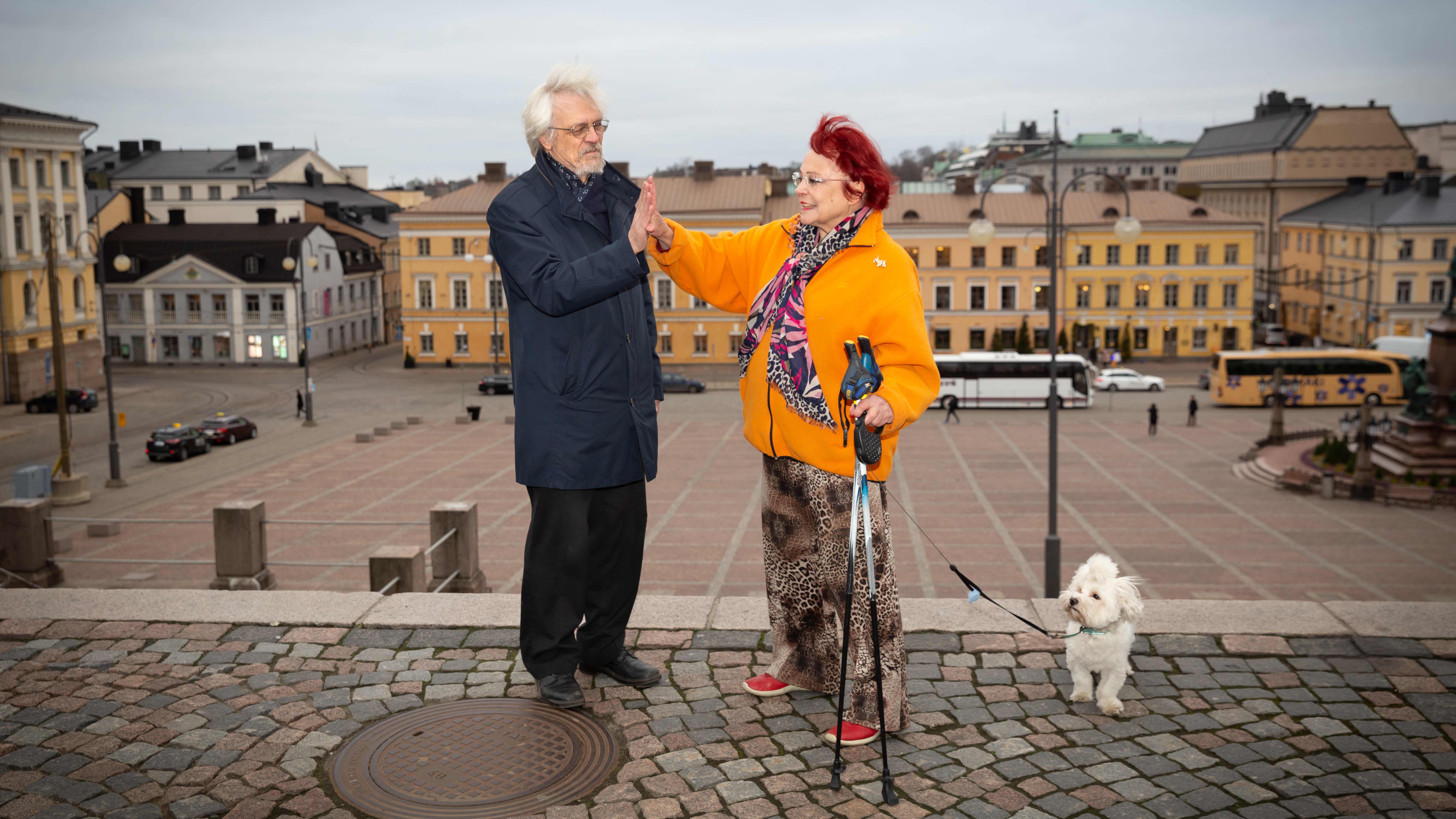 Pentti Arajärvi ja Sirpa Asko-Seljavaara heittävät yläfemmat.