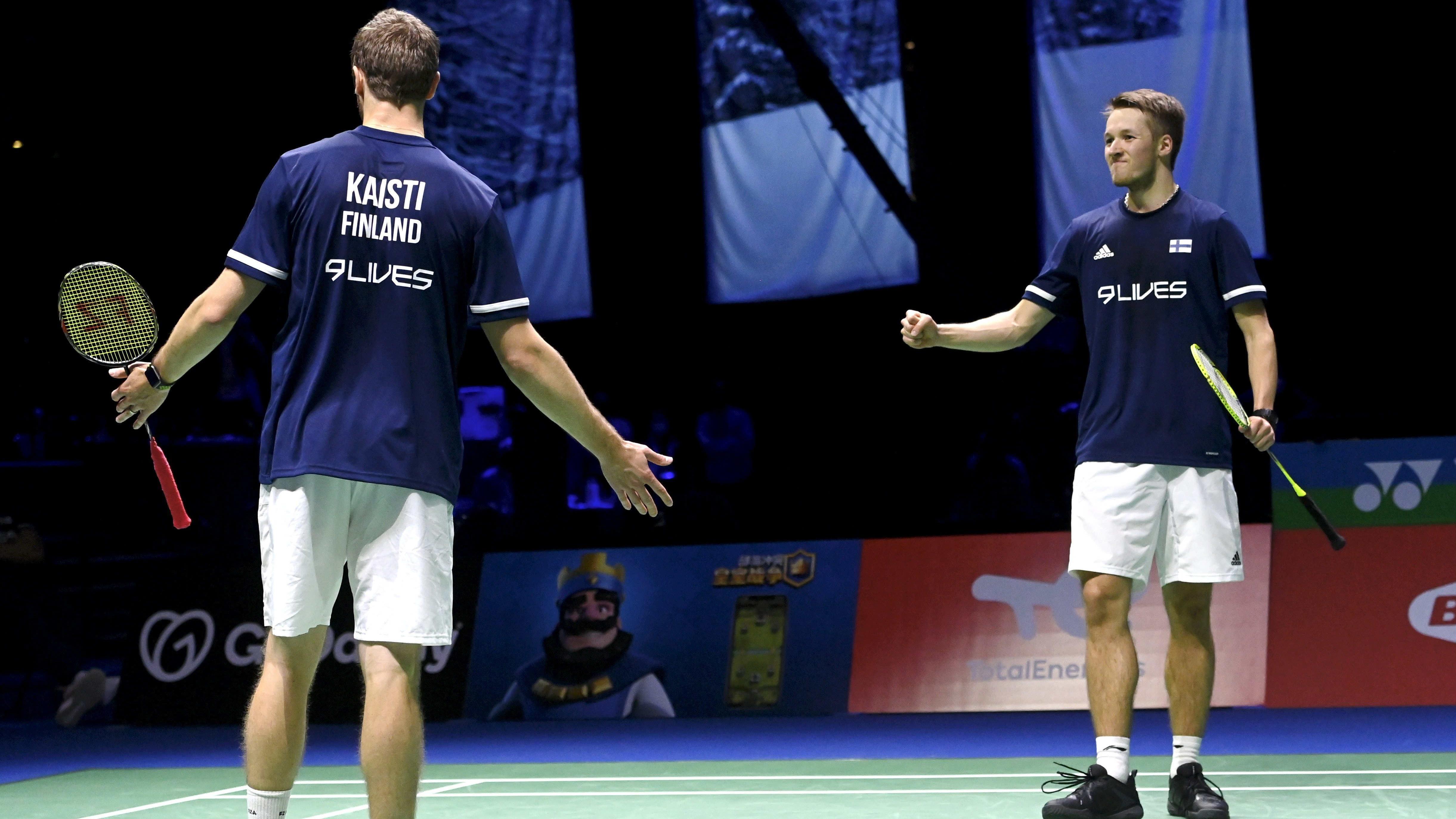 Anton Kaisti ja Jesper Paul tuulettavat voittoa.