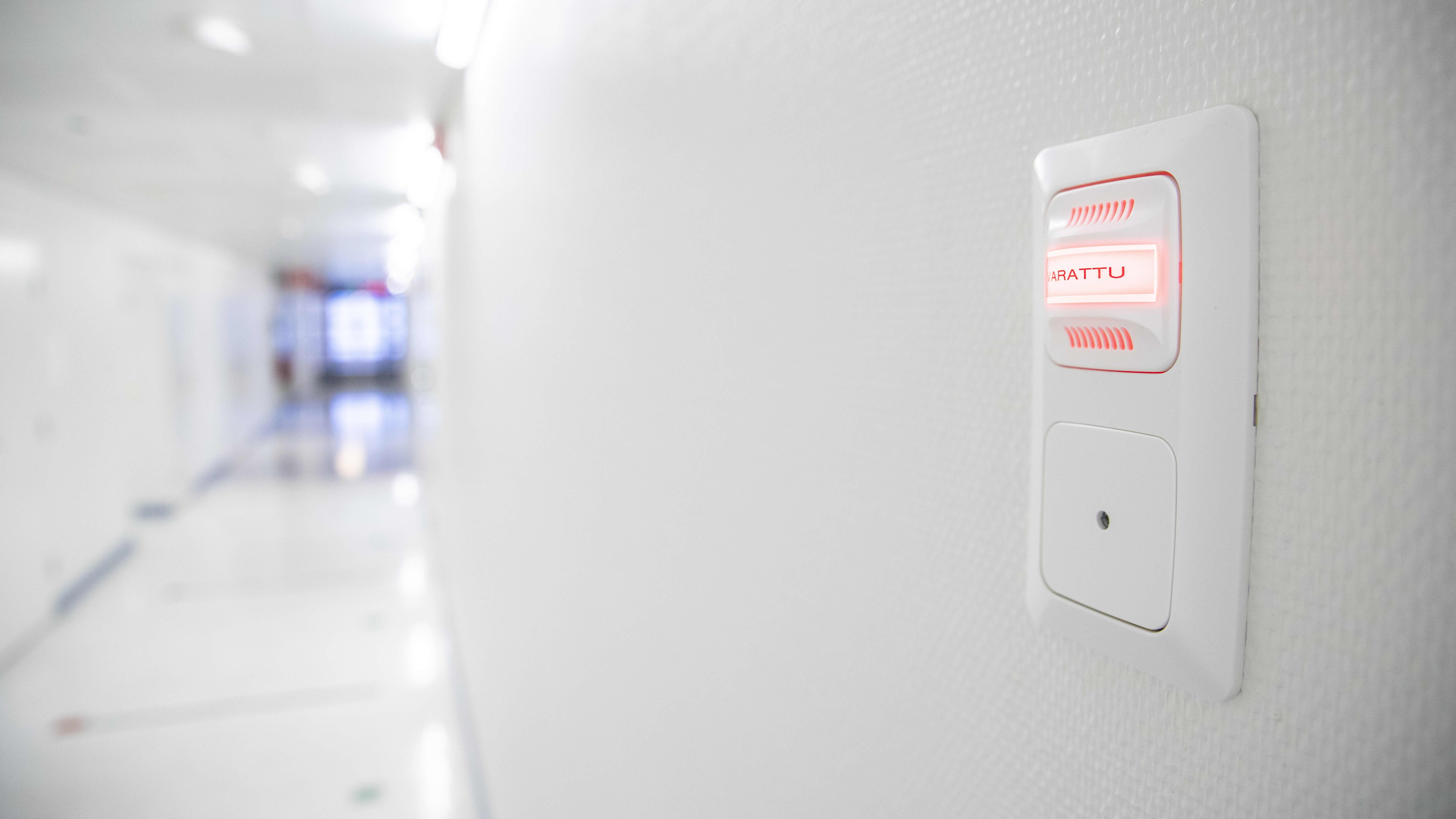 Varattu valo sairaalan käytävällä