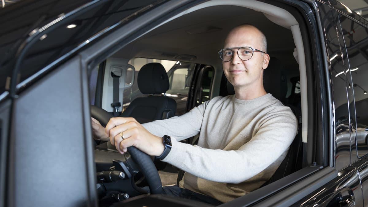 Uusissa autoissa täyssähkö ohitti dieselin – Tuttavien kokemukset rohkaisivat Timo Hintsalaa hankkimaan täyssähköauton