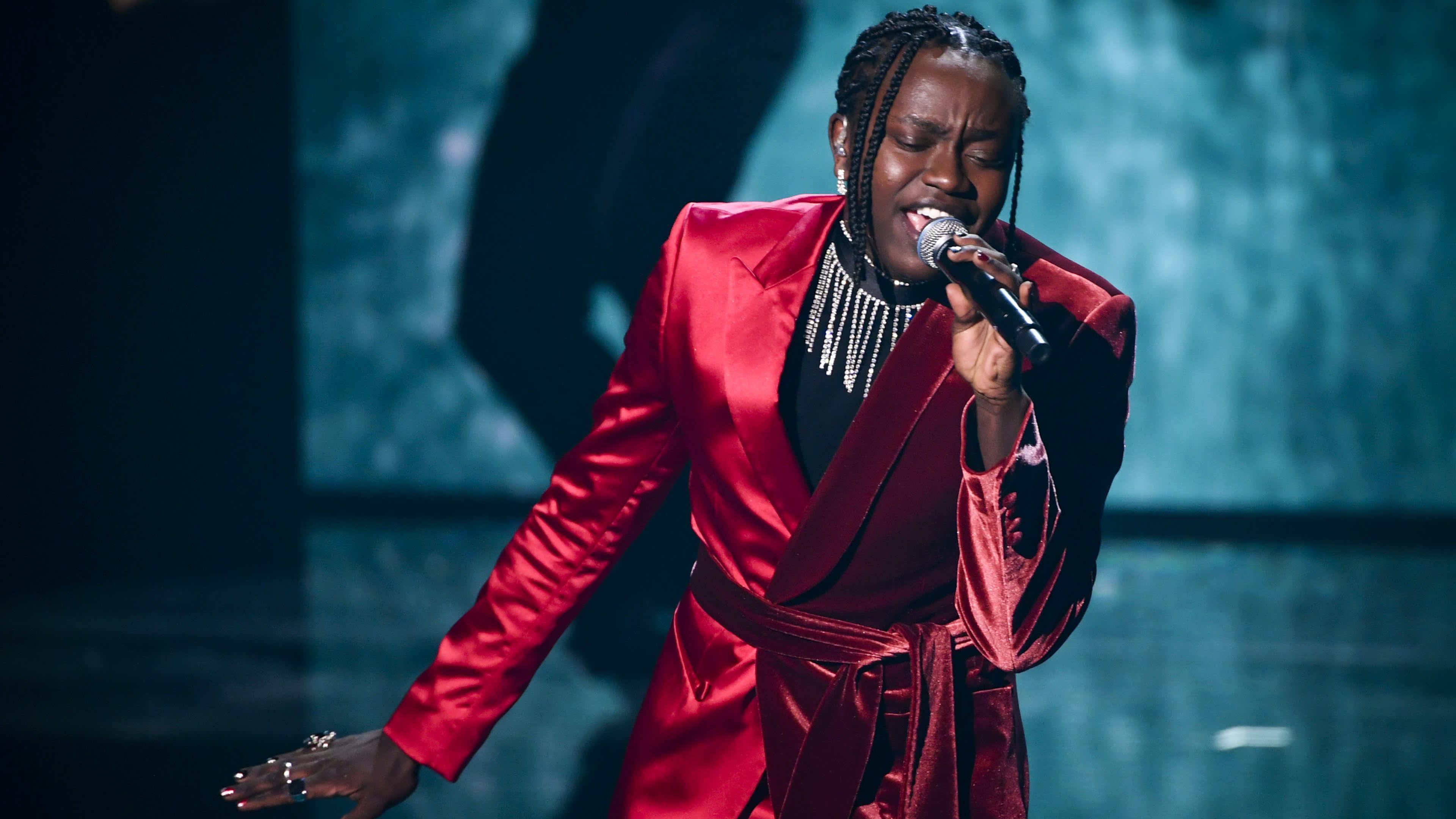 Ruotsalainen laulaja Tusse Chuza laulamassa