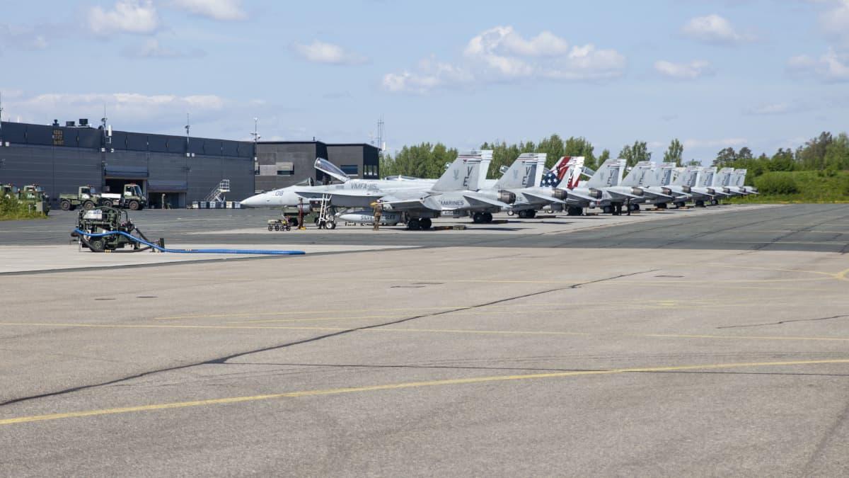 Yhdysvaltojen merijalkaväkeän hävittäjät saapuivat Rissalaan harjoittelemaan