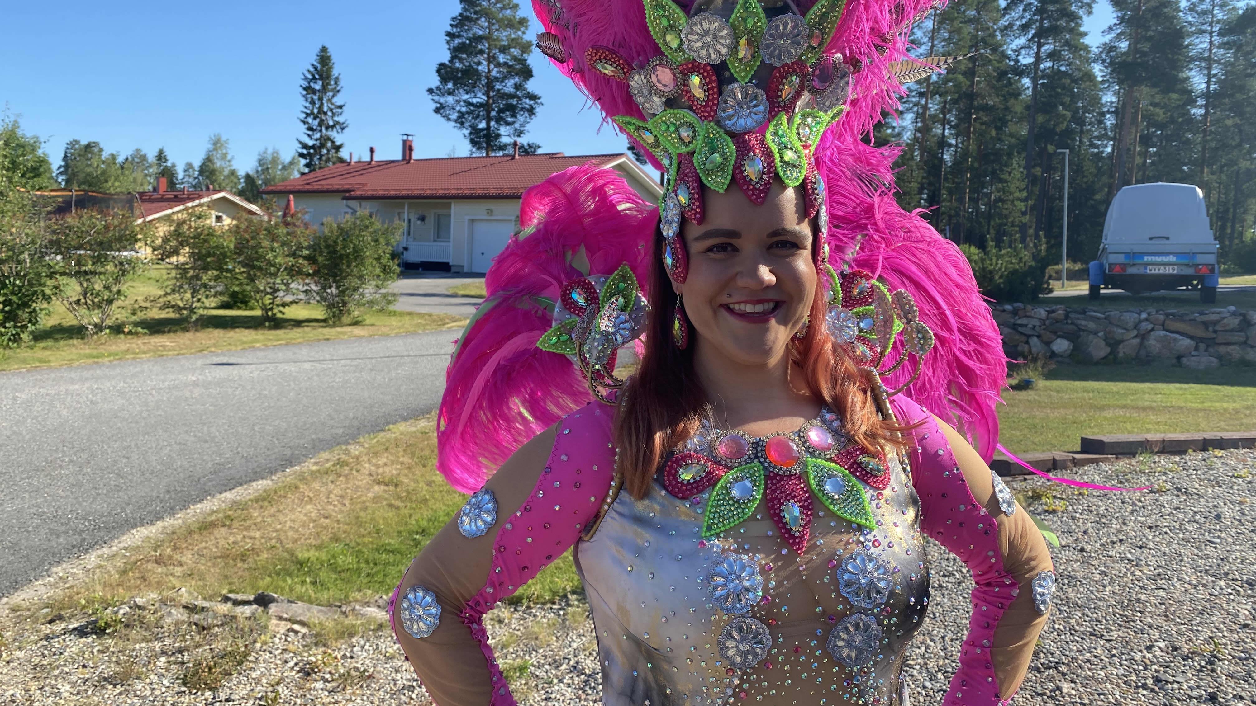 Kuvassa kajaanilainen Noora Rajahonka yksi tanssiryhmä Fortalezan jäsen