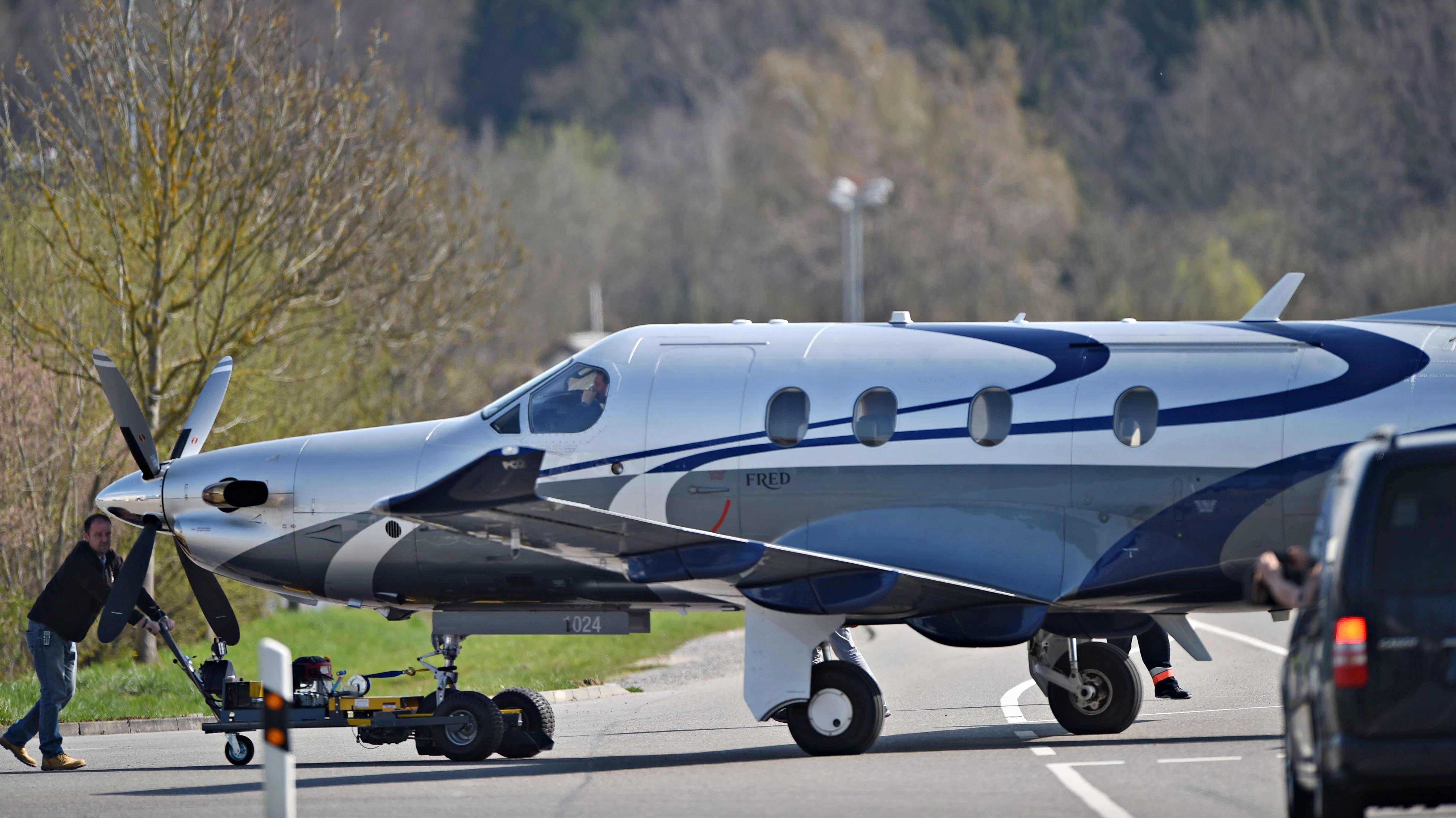 Pilatus PC-12 -mallin lentokone Saksan Friedrichshafenissa.