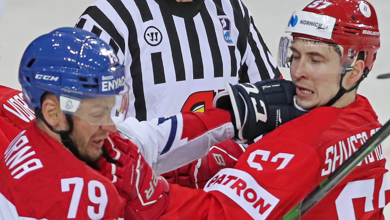 Tshekin Tomas Zohorna (vas.)  ja Venäjän Artjom Shvets-Rogov kaksinkamppailussa