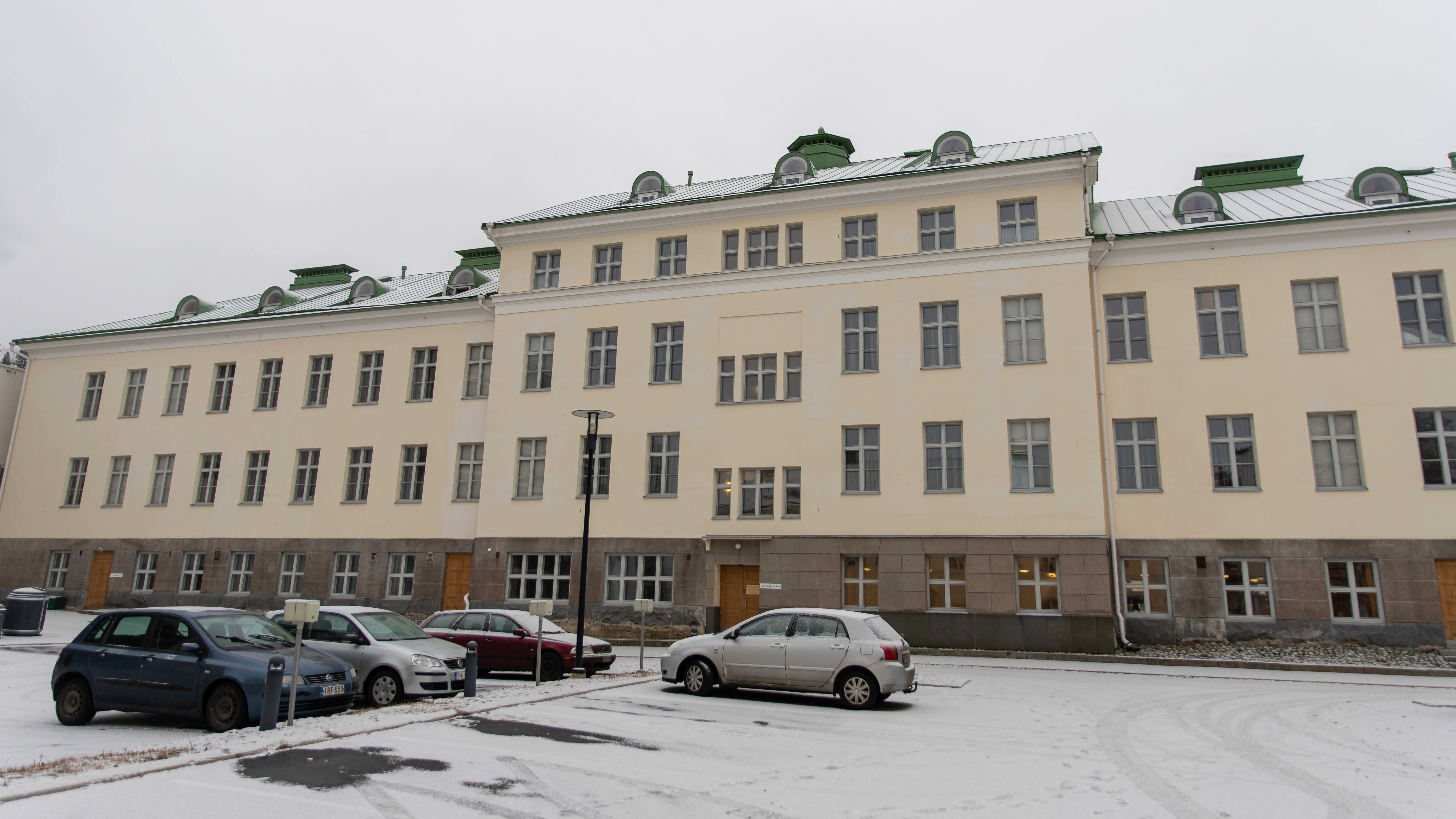 Rauhan sairaalan entinen päärakennus.