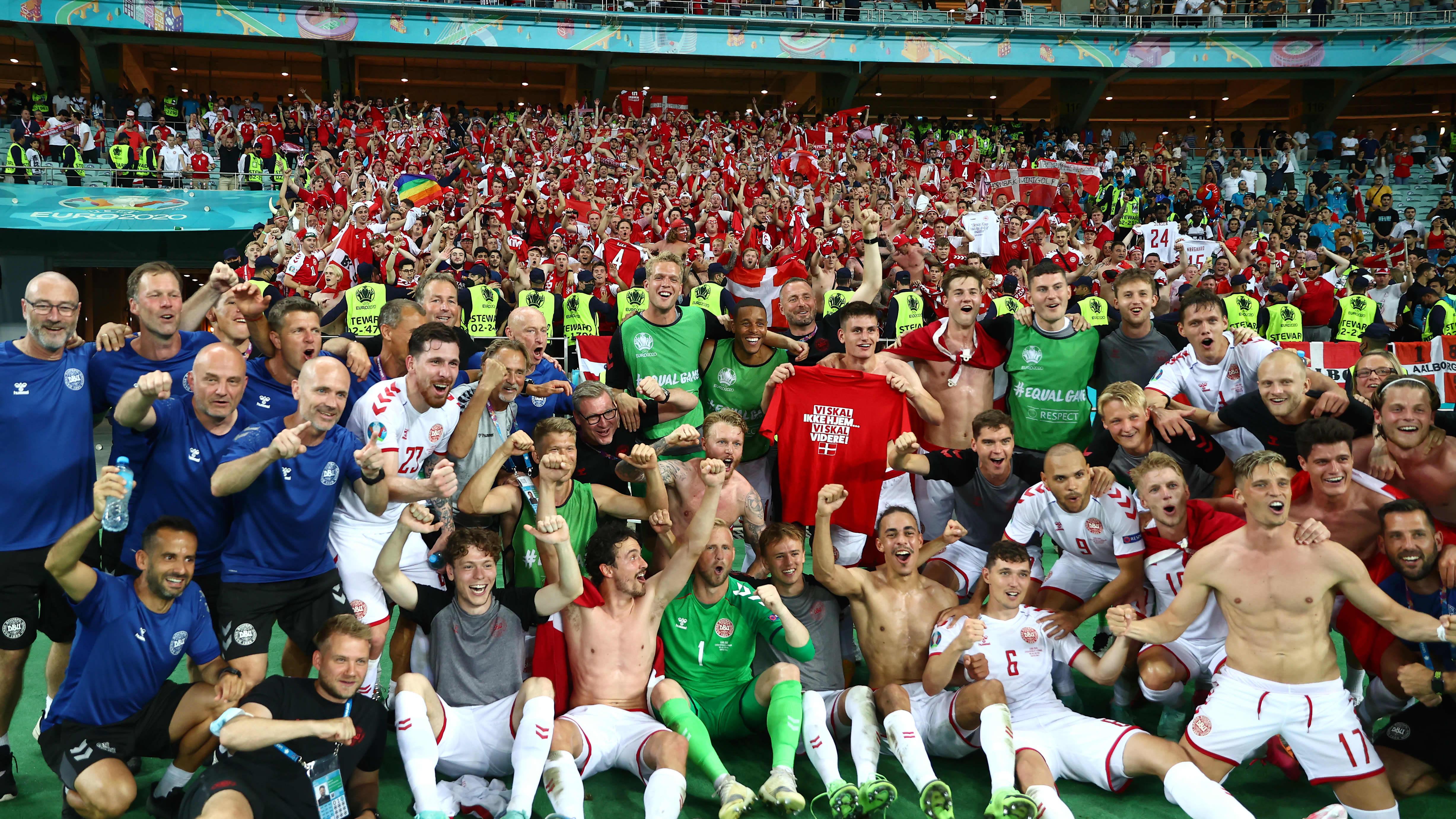 Tanska juhli välieräpaikkaa fanien kanssa Bakussa.