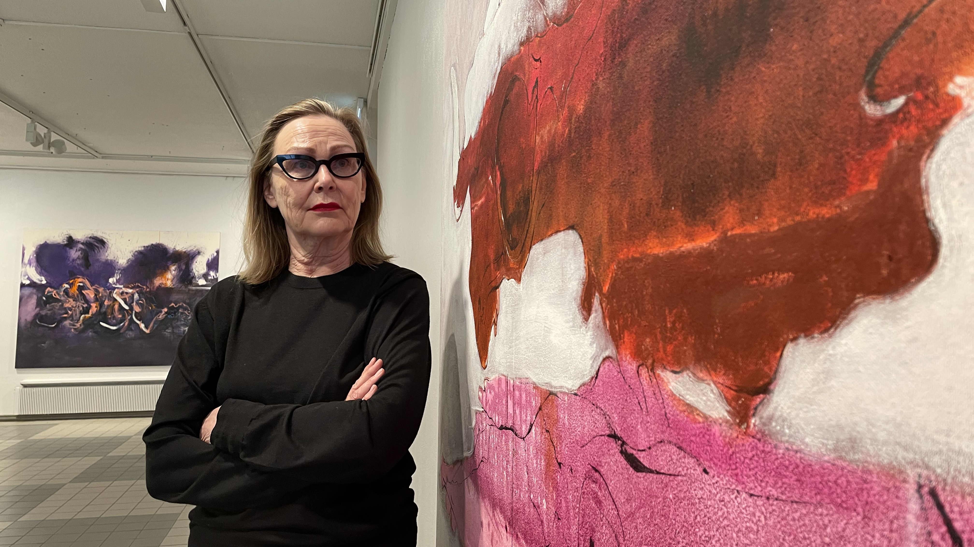 """""""Rakkaita lapsia"""" toteaa Marjatta Tapiola maalauksistaan – nyt niitä on esillä Kajaanissa"""