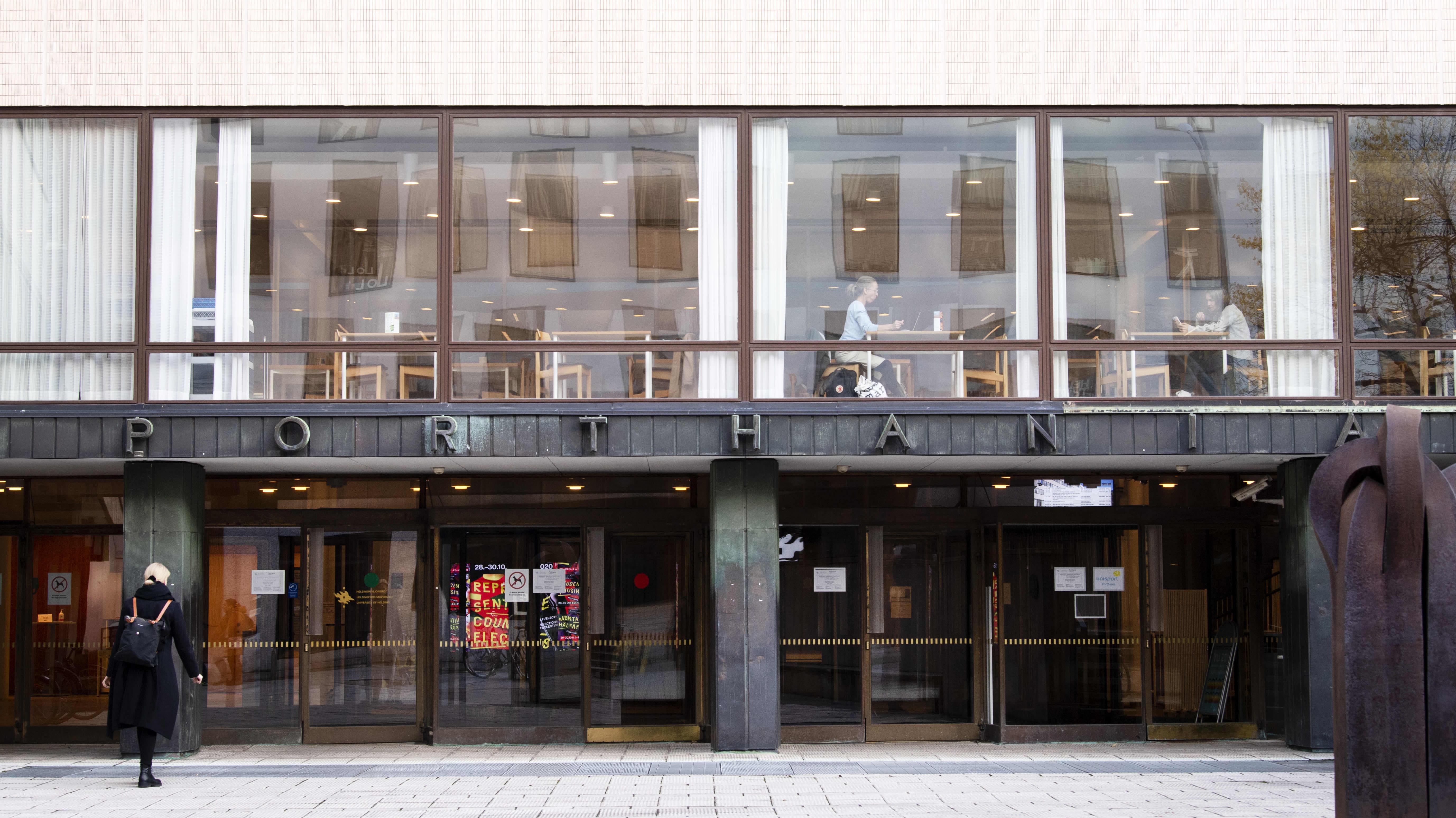 Porthania-rakennus Helsingin yliopiston keskustakampuksella.