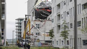 Osa rakennuksesta romahti perjantaina toistaiseksi tuntemattomasta syystä.