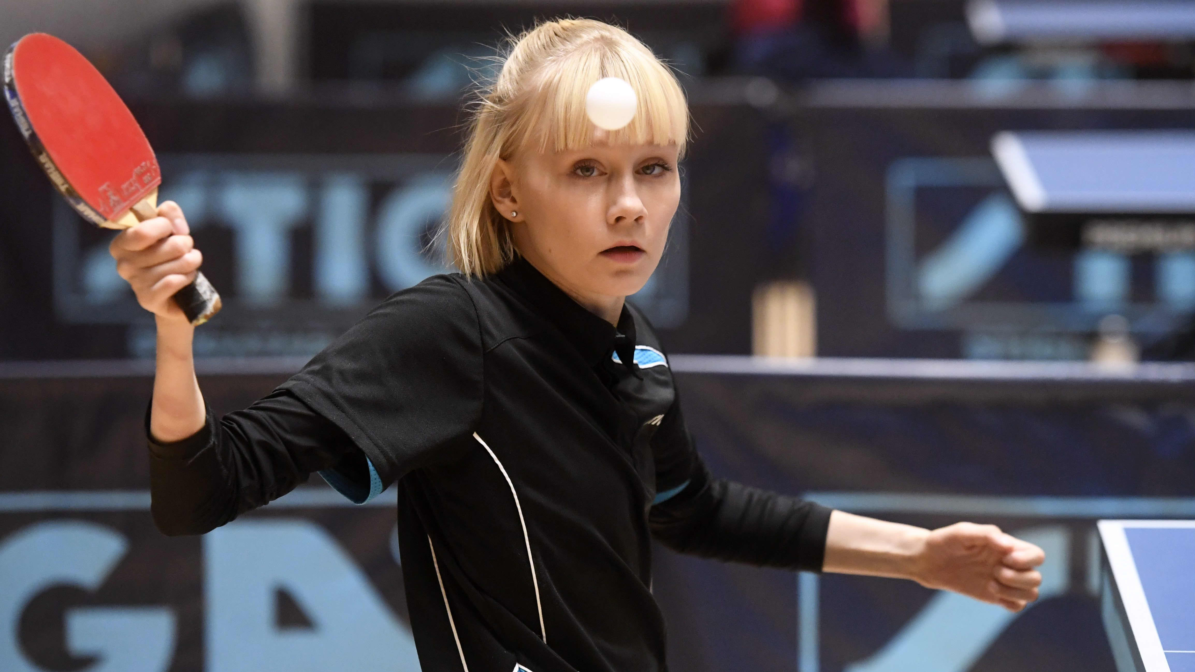Pöytätennispelaaja Aino Tapola.